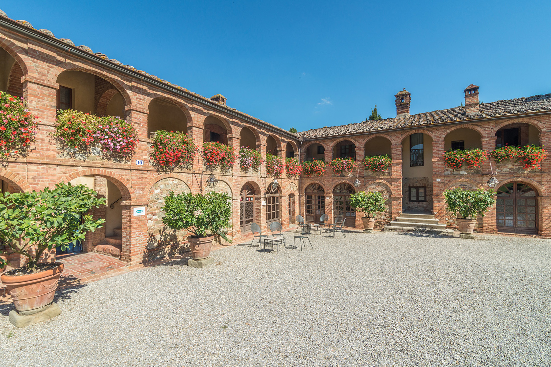 Additional photo for property listing at Amazing Boutique Hotel near Siena Sinalunga Sinalunga, Siena 53100 Italien