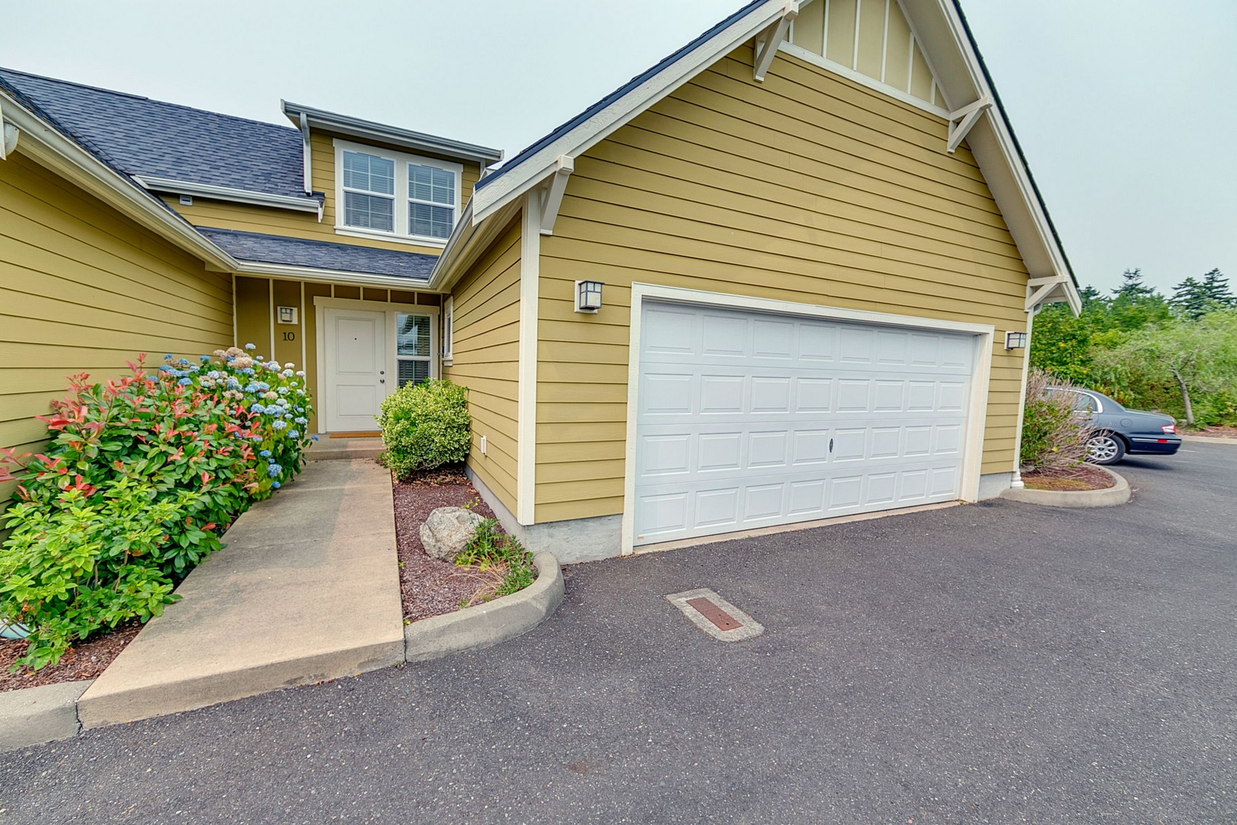 Additional photo for property listing at Beautiful Townhome with Ocean Views 1726 Edwards Drive Point Roberts, Washington 98281 United States