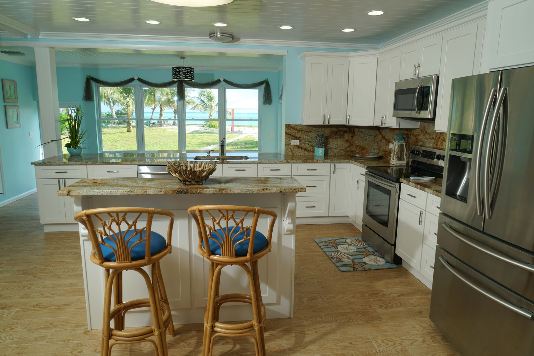Additional photo for property listing at Seas the Day - Beachfront Spanish Wells, Eleuthera Bahamas