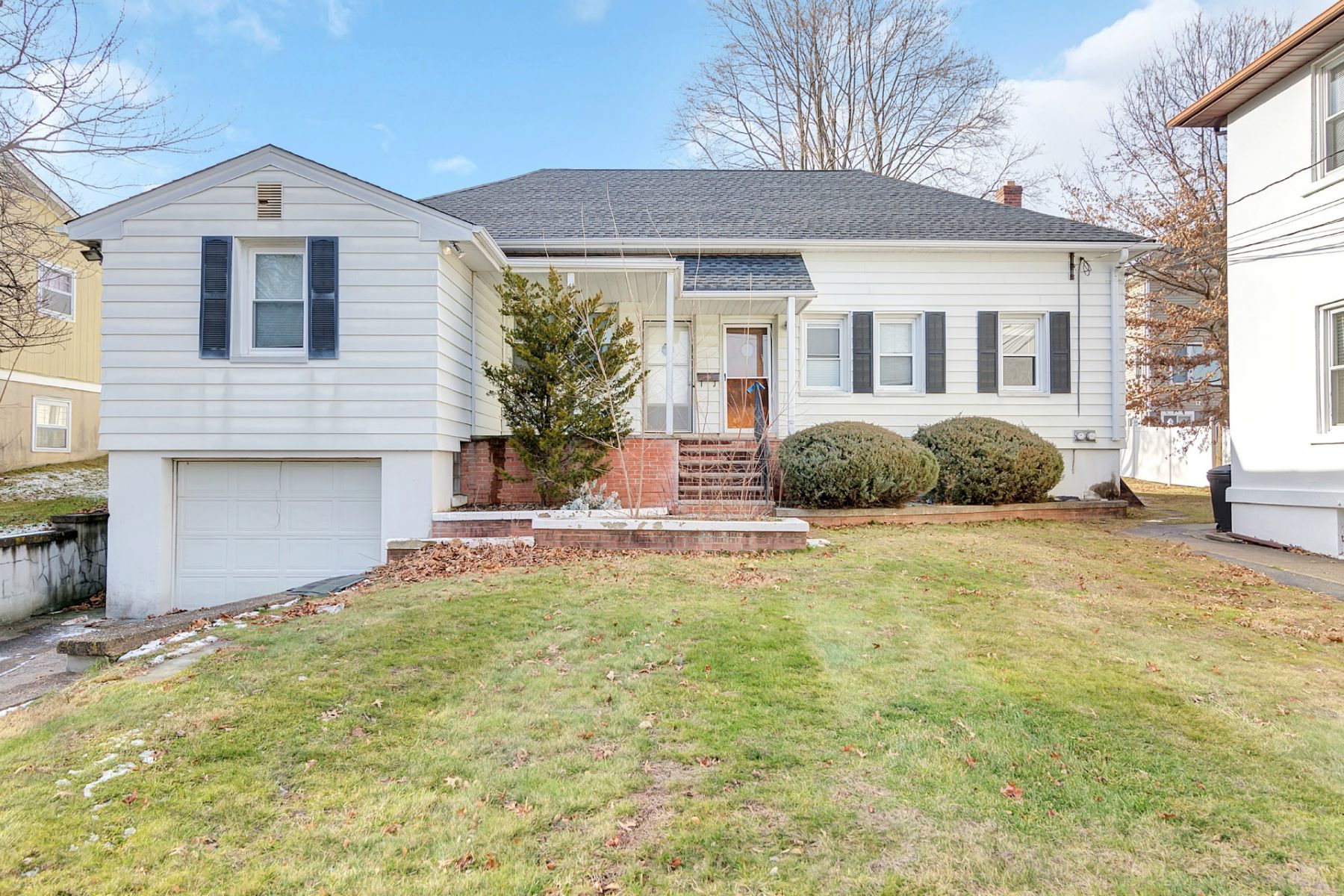 Многосемейный дом для того Продажа на Two by Two 177 Livingston St Northvale, Нью-Джерси 07647 Соединенные Штаты