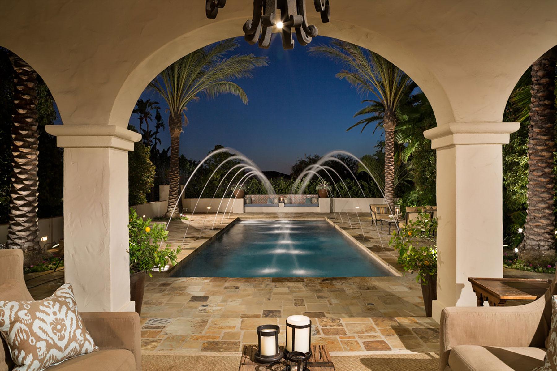 Maison unifamiliale pour l Vente à 12802 Panorama Crest North Tustin, Californie, 92705 États-Unis