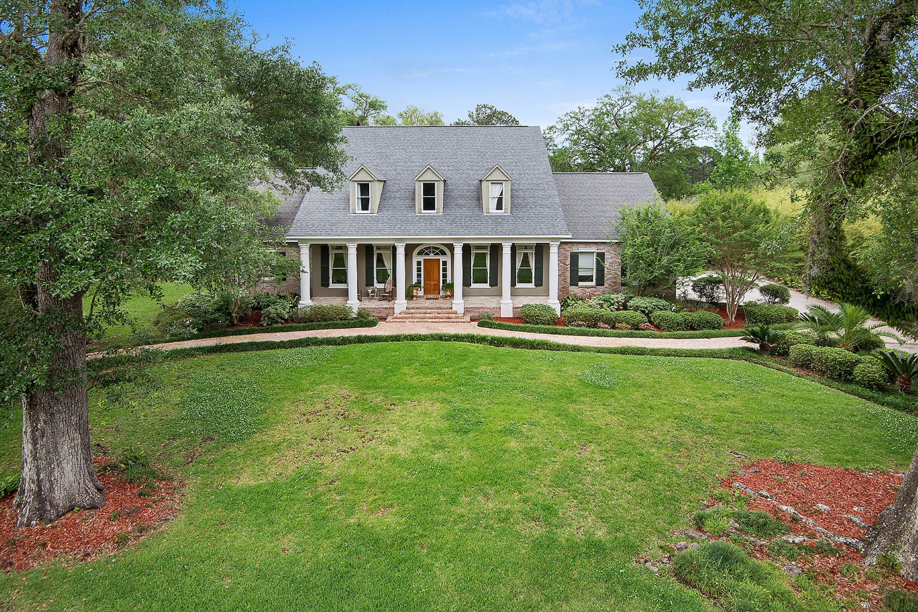 Single Family Home for Sale at Enchanting Plantation Drive Acadian 307 Plantation Drive Mandeville, Louisiana 70471 United States