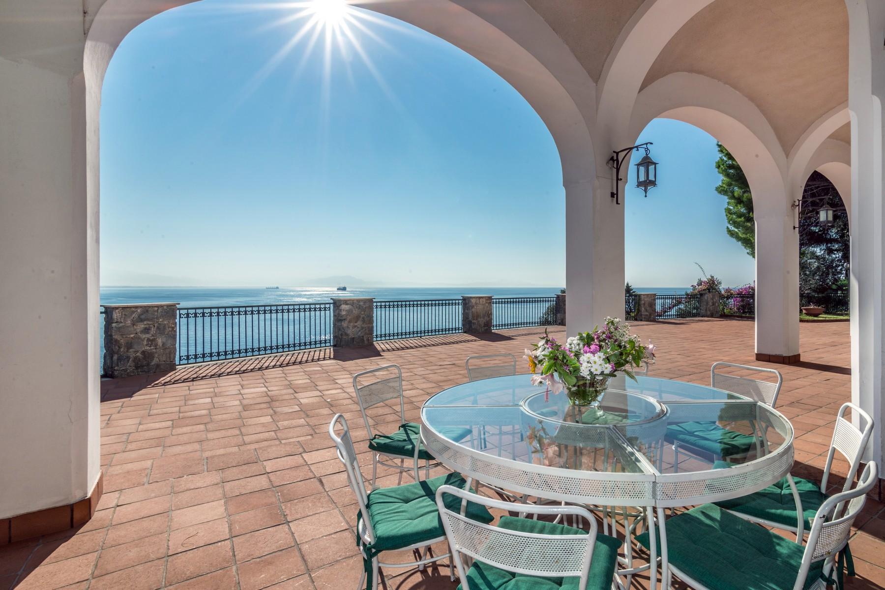 Additional photo for property listing at Unique seafront villa on the Amalfi Coast Vietri sul Mare Vietri Sul Mare, Salerno 84019 Italy