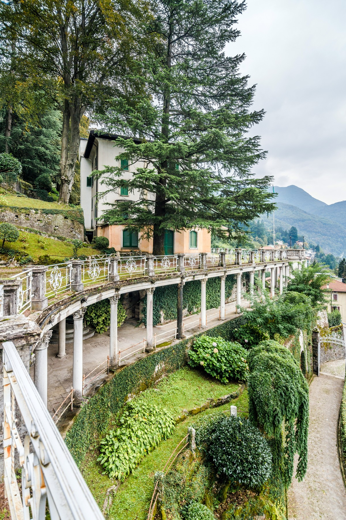 Additional photo for property listing at Distinguished panoramic XIXth century villa Via alle Rive Faggeto Lario, Como 22020 Italie