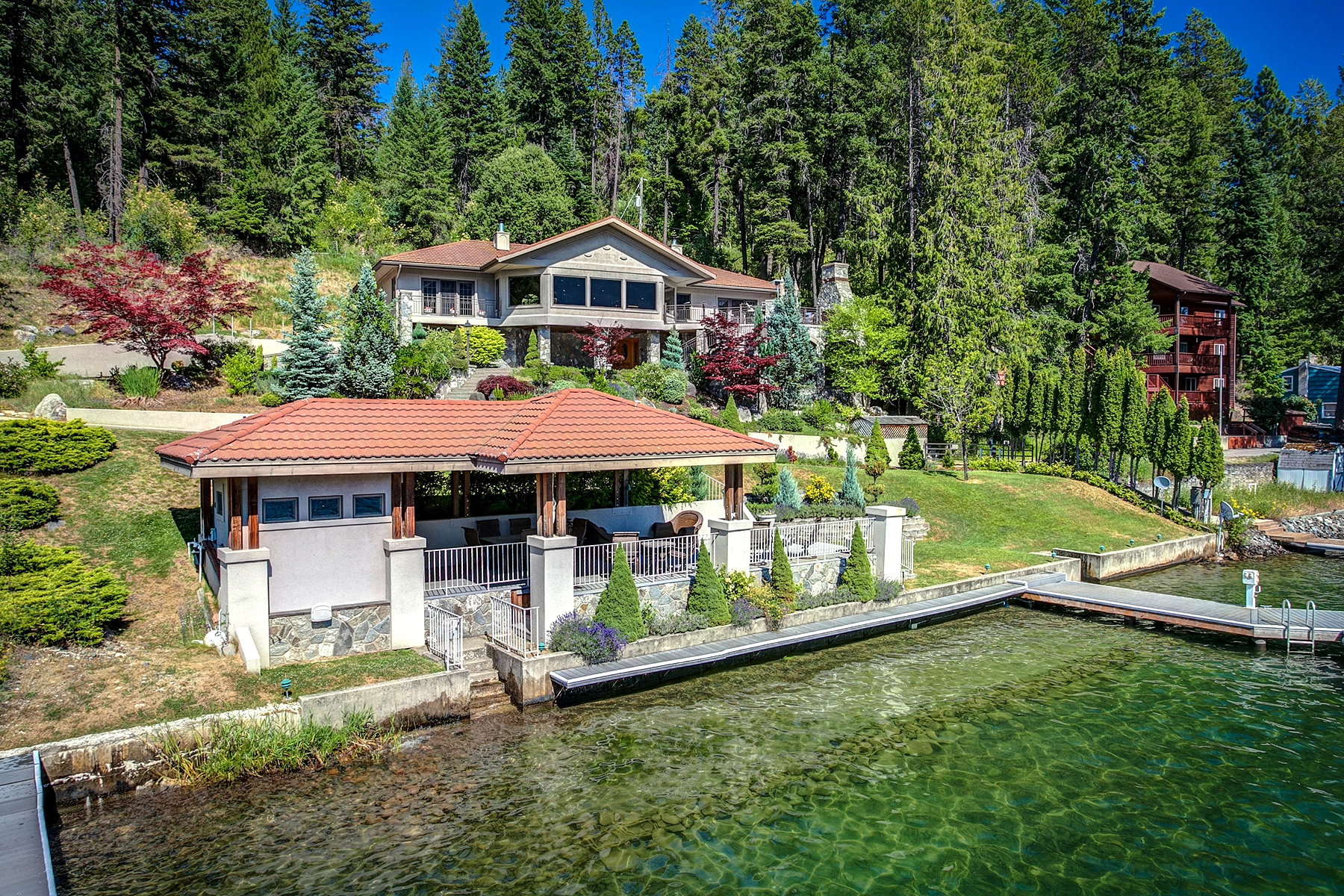 Maison unifamiliale pour l Vente à Bottle Bay Luxury Waterfront 899 E Bottle Bay Rd Sagle, Idaho, 83860 États-Unis