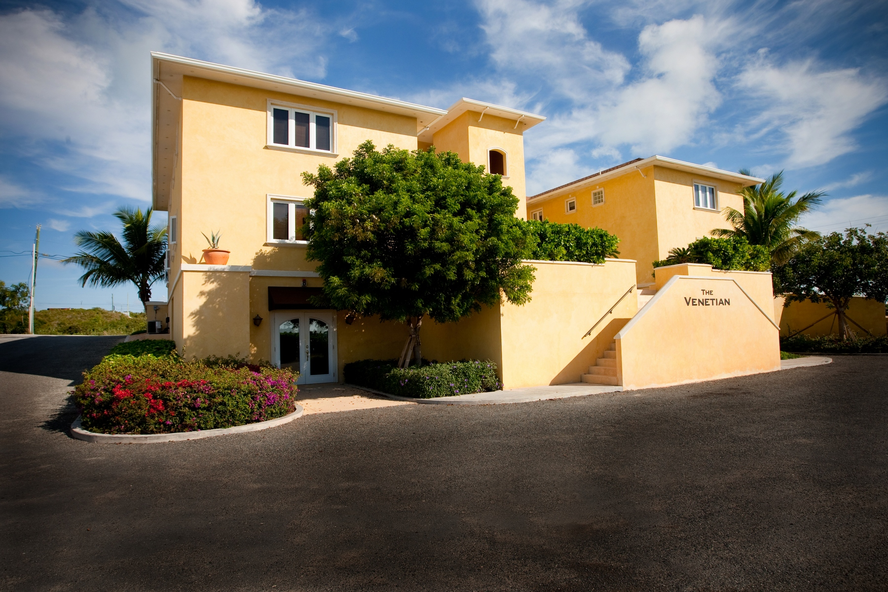 Additional photo for property listing at The Venetian Apartment Complex Cheshire Hall, Providenciales Islas Turcas Y Caicos