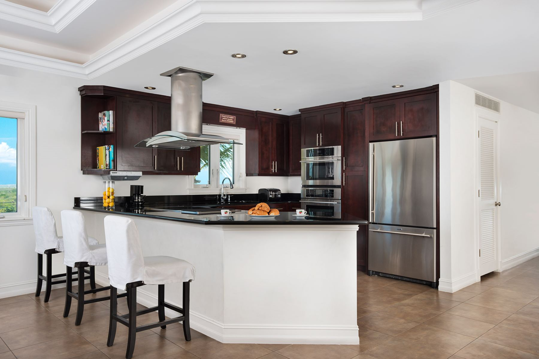 Additional photo for property listing at The Venetian Apartment Complex Cheshire Hall, Провиденсьялес Теркс И Кайкос