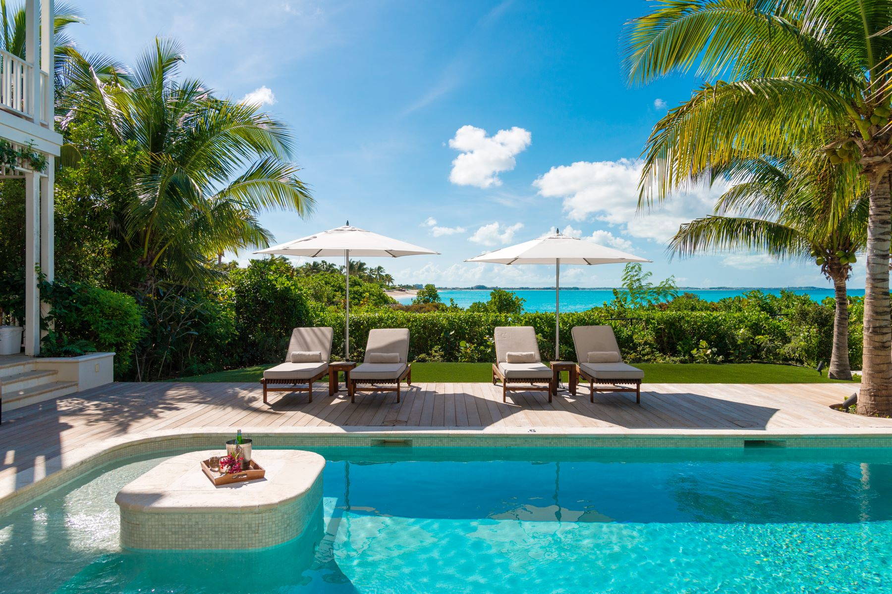Additional photo for property listing at Saving Grace - Luxurious Beachfront Villa  格蕾斯湾, 普罗维登夏 TCI BWI 特克斯和凯科斯群岛