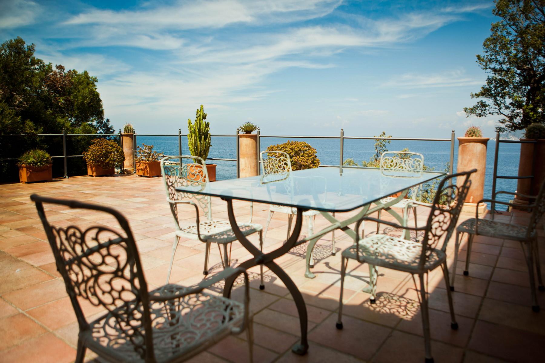Additional photo for property listing at Propriété exclusive avec plage privée Loc. Lo Schioppo Marciana Marina, Livorno 57033 Italie