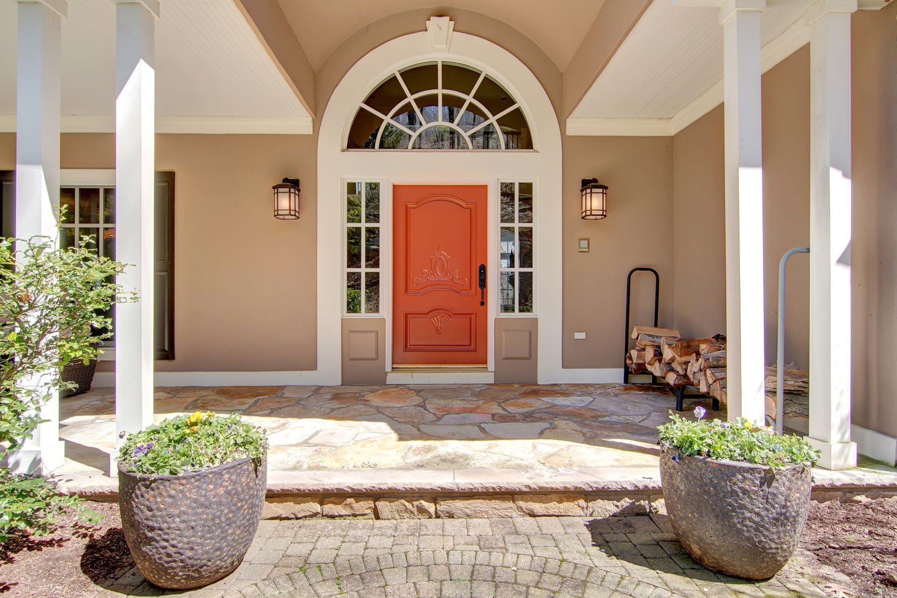 独户住宅 为 销售 在 Impeccable Manor. 20 Shinnecock Trail 富兰克林湖, 新泽西州, 07417 美国