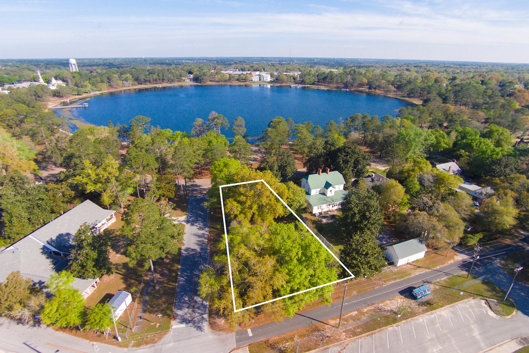 Arazi için Satış at RARE LAKEFRONT LOT IN HISTORIC NEIGHBORHOOD 236 Circle Drive Defuniak Springs, Florida, 32435 Amerika Birleşik Devletleri