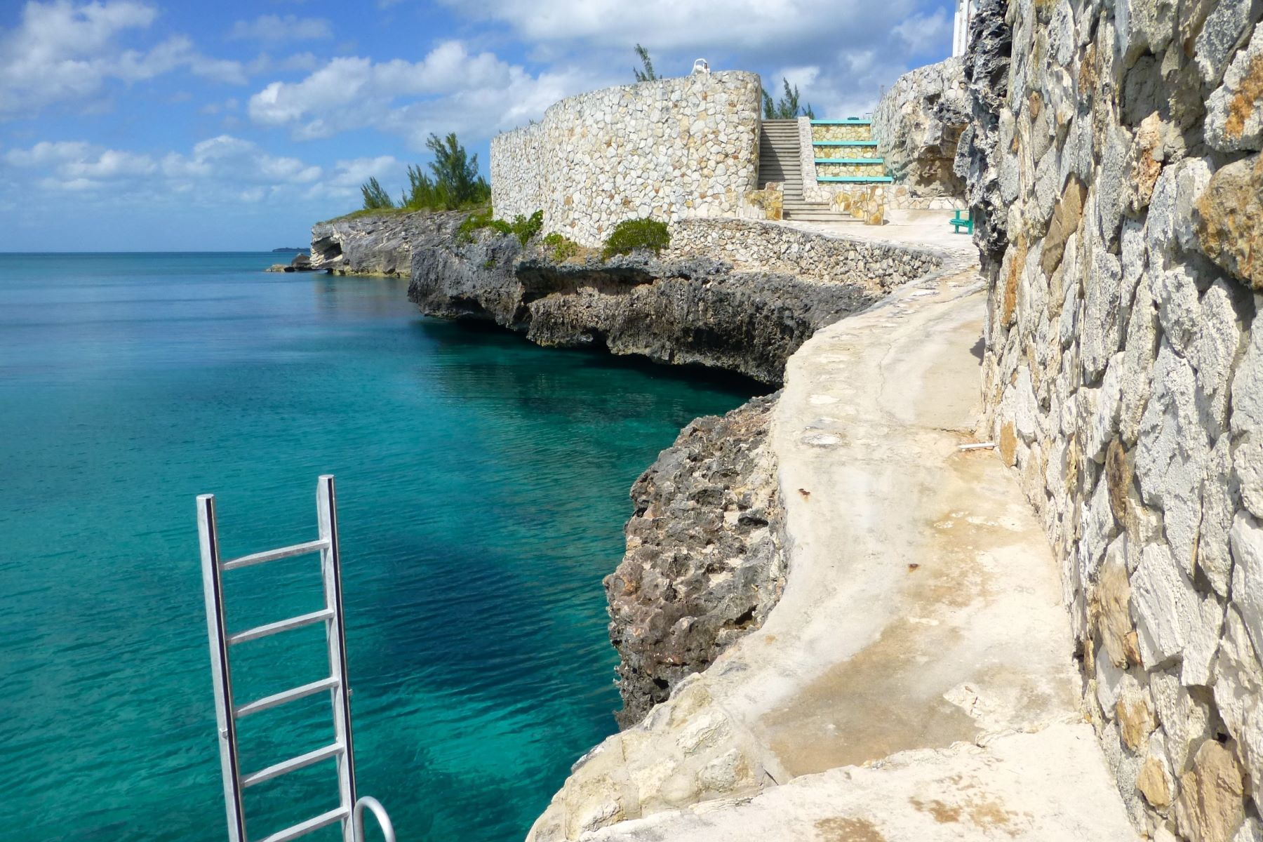 Additional photo for property listing at Rainbow Bay Waterfront Estate Rainbow Bay, Eleuthera Bahamas