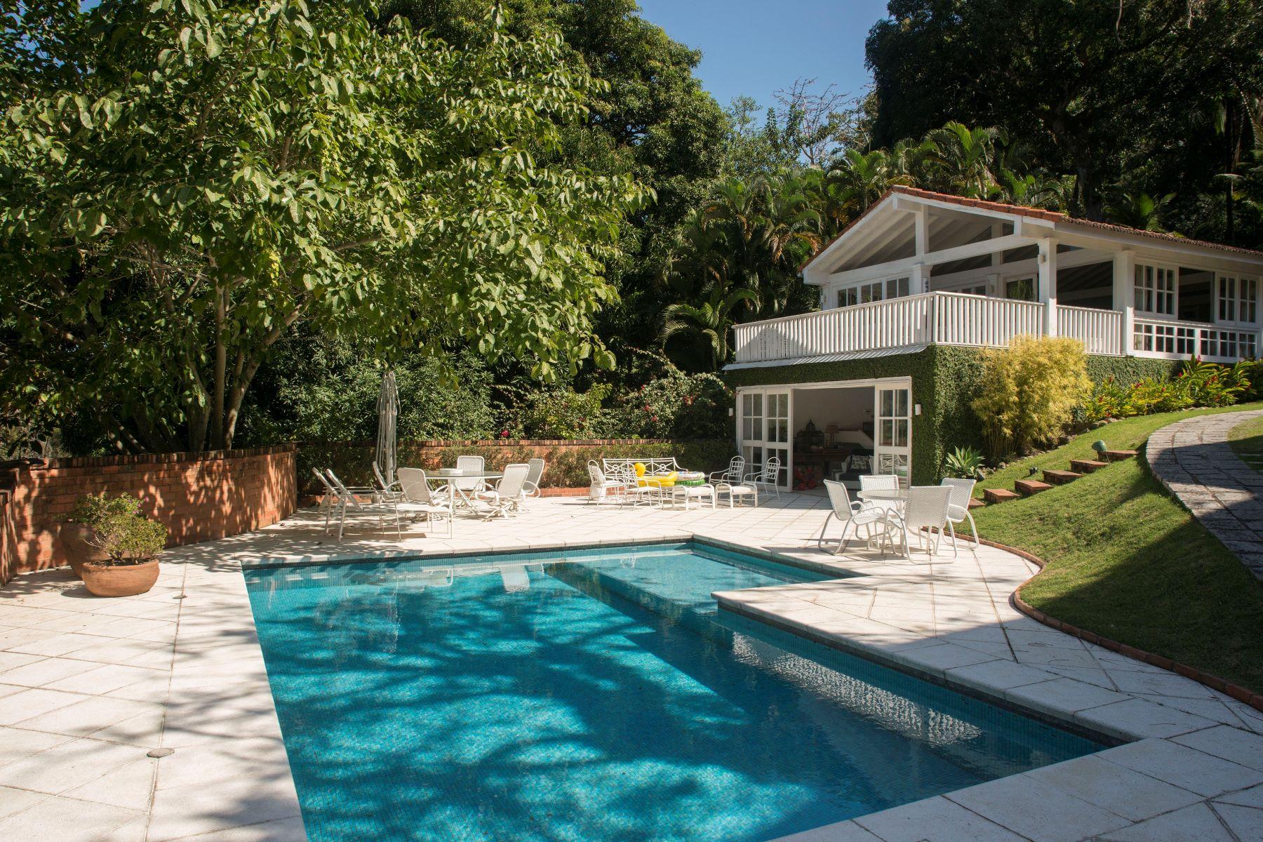 Maison unifamiliale pour l Vente à Charming and Elegant Rua Iposeira Rio De Janeiro, Rio De Janeiro, 22610380 Brésil