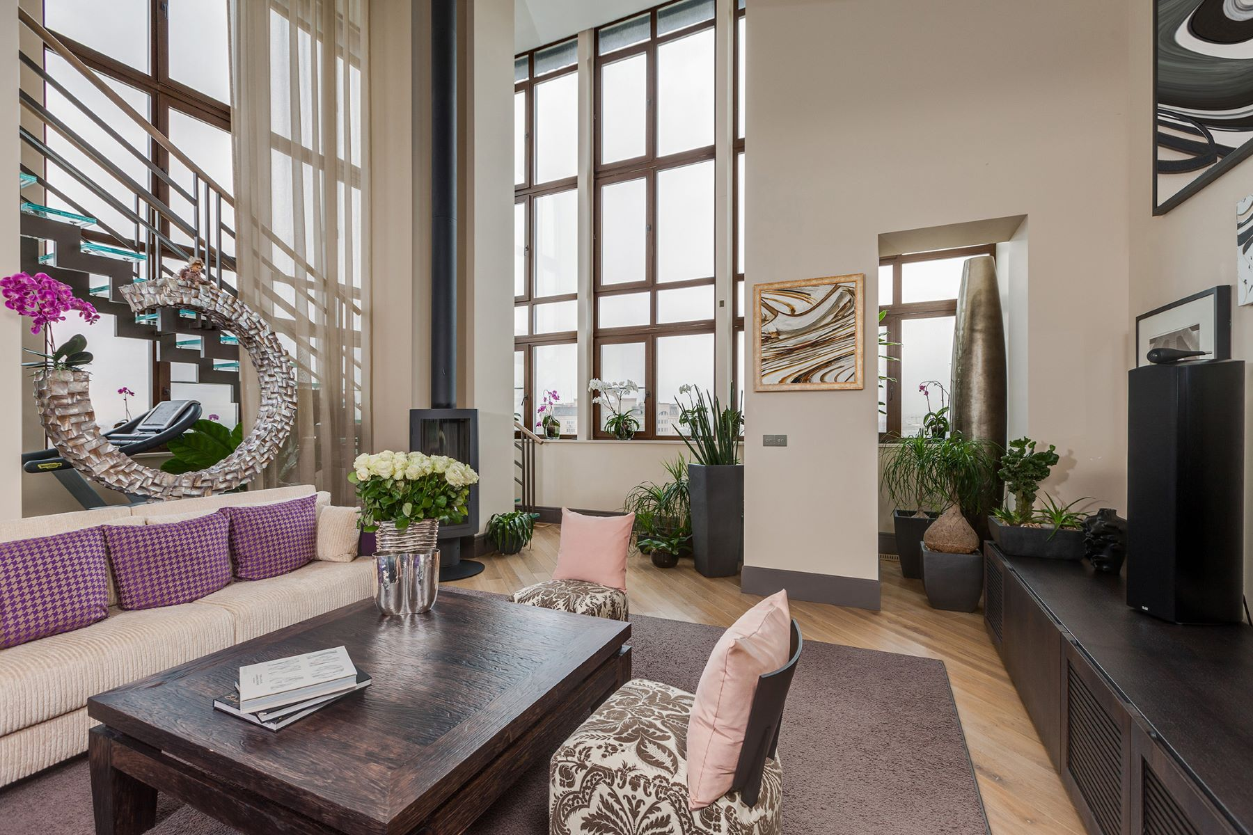 Casa Unifamiliar por un Venta en Two-level penthouse near the Botanical line Moscow, La Ciudad De Moscú, Rusia