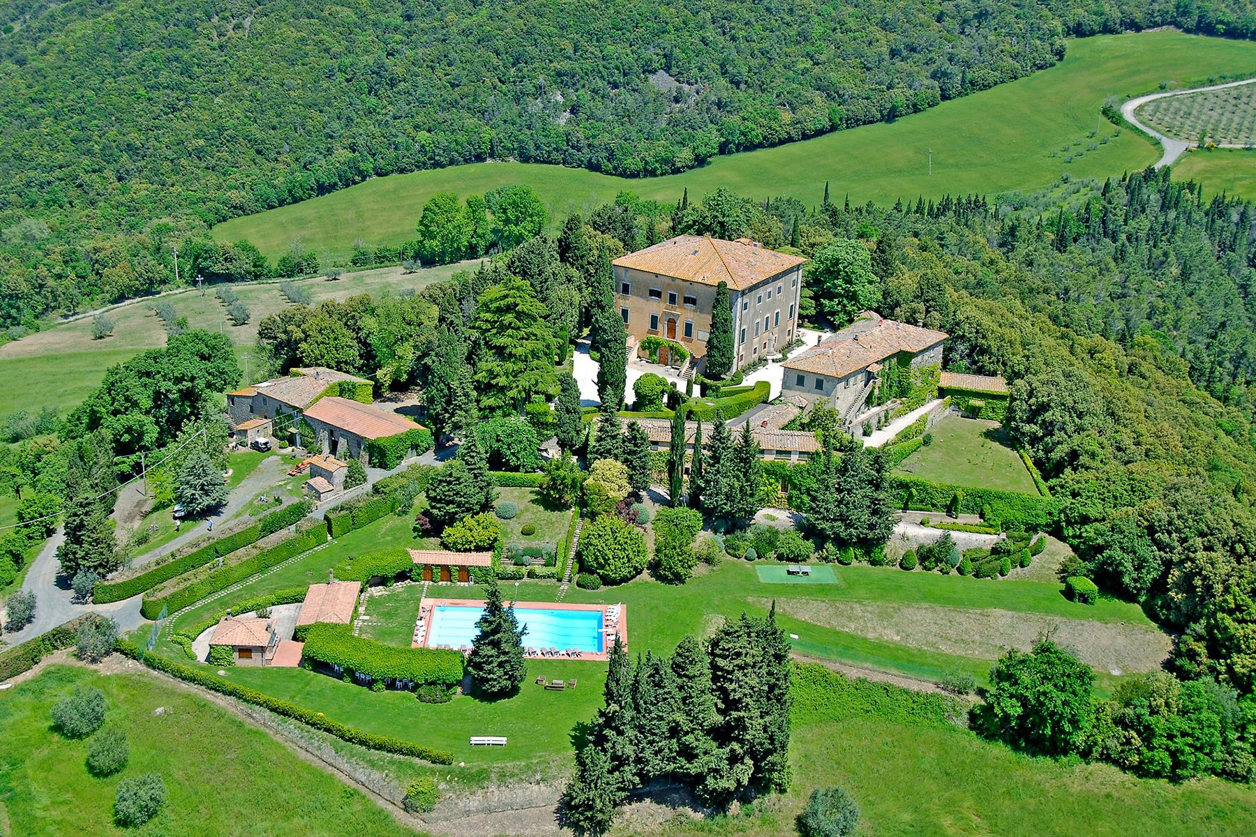 Einfamilienhaus für Verkauf beim 17th Century Tuscan villa: Beautiful and Original Volterra, Pisa Italien