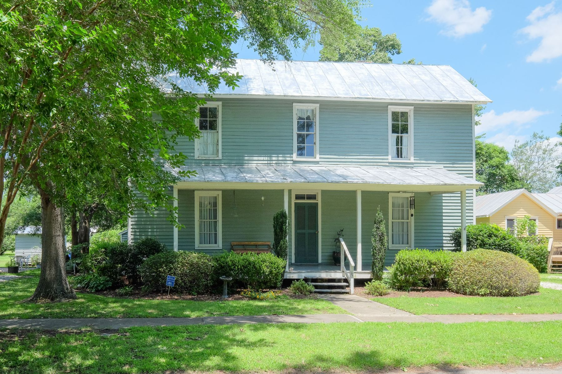 Single Family Home for Sale at Larger Mill Village Home 413 Elliott St Edenton, North Carolina 27932 United States
