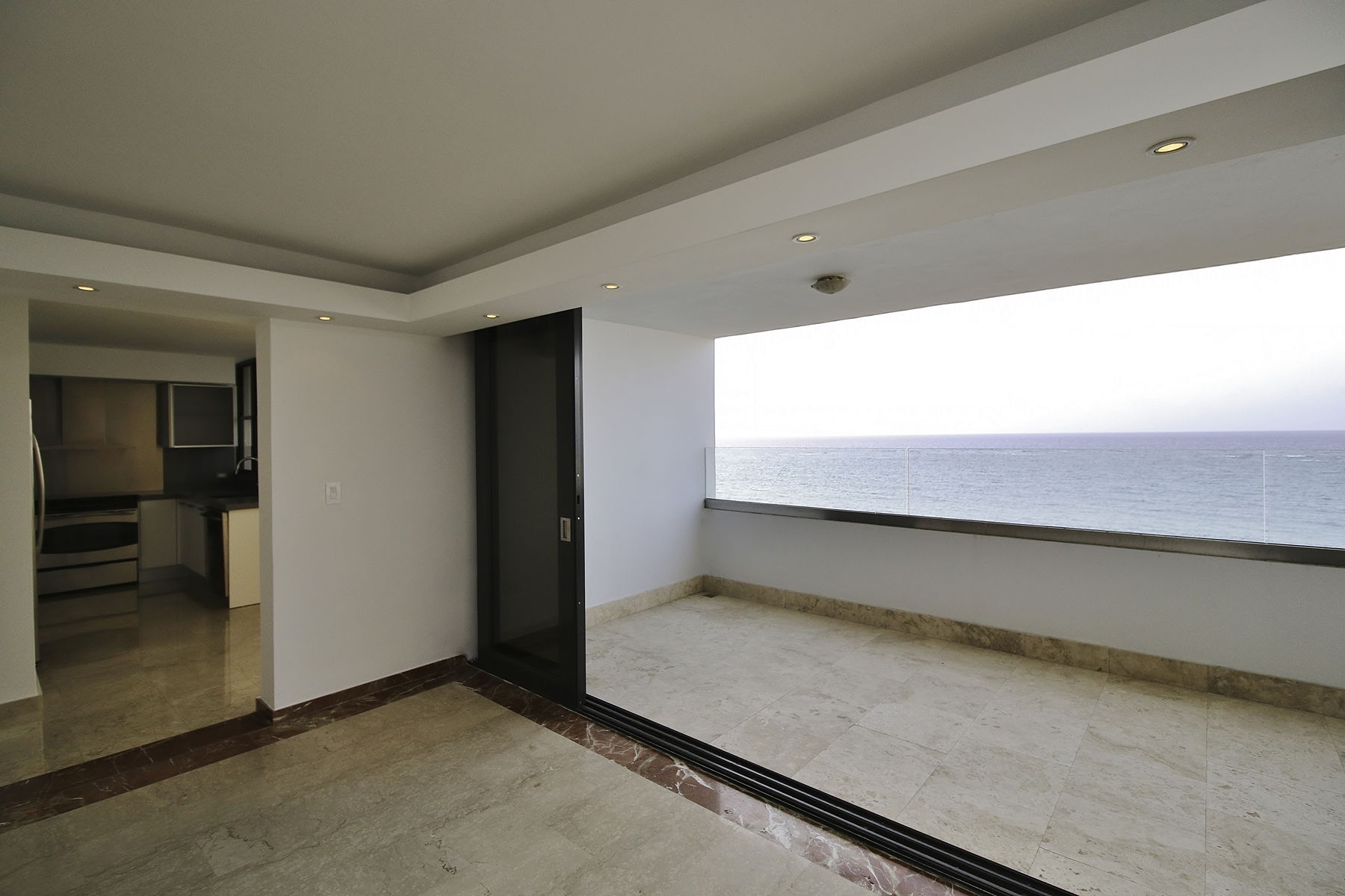 Additional photo for property listing at Remarkable Oceanfront Penthouse in Condado Beach Calle Mauel Rodriguez Serra & Paseo Don Juan PH 1101 San Juan, Puerto Rico 00907 プエルトリコ