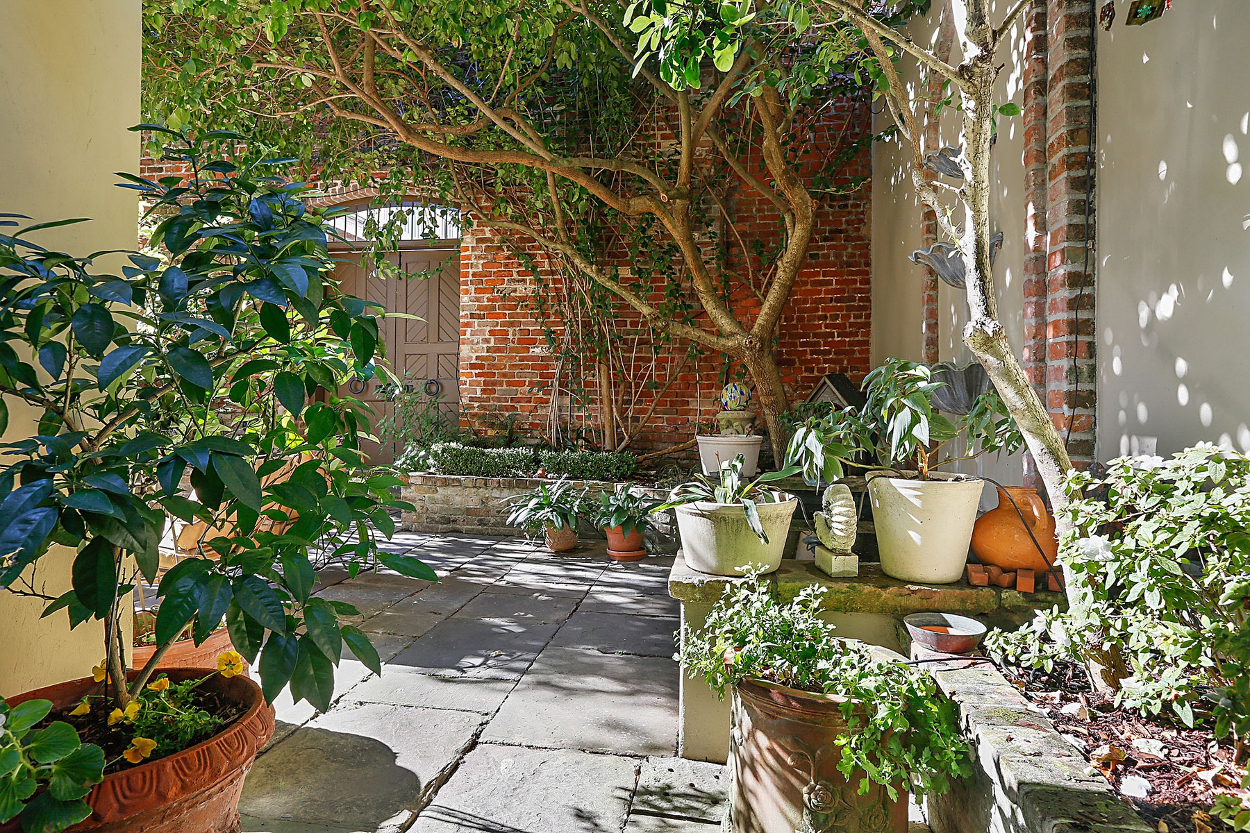 Additional photo for property listing at 1124 Burgundy Street  New Orleans, Louisiana 70116 United States