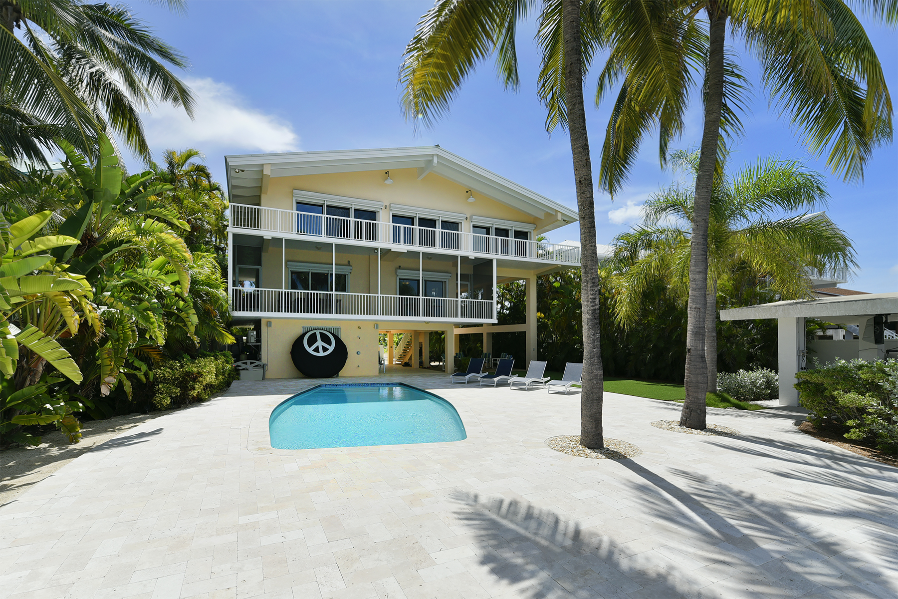 Additional photo for property listing at Fabulous Bayfront Home 400 S Coconut Palm Blvd Islamorada, Florida 33070 États-Unis