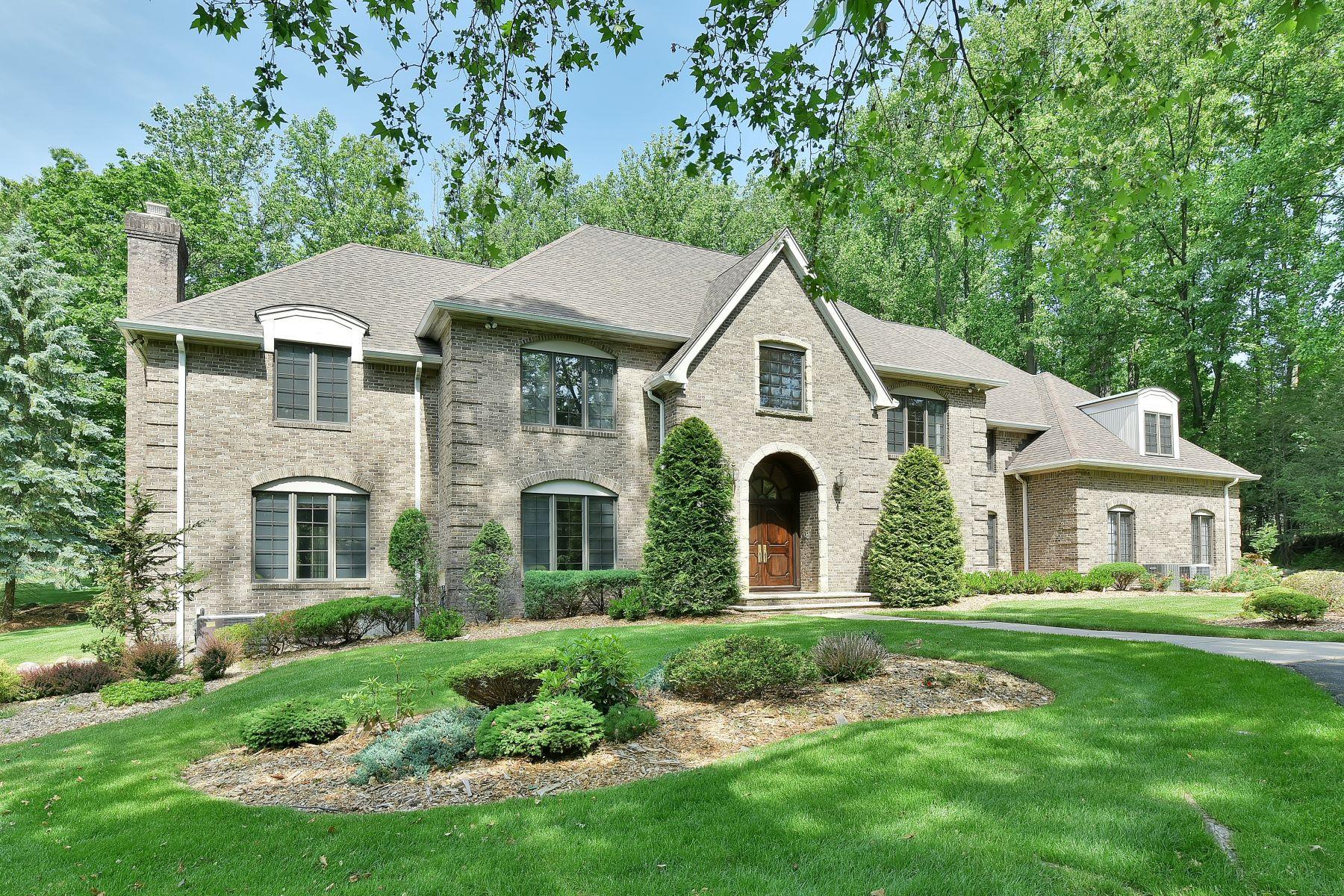 Casa Unifamiliar por un Venta en Stately French Provincial 21 Chestnut Ridge Road Saddle River, Nueva Jersey, 07458 Estados Unidos