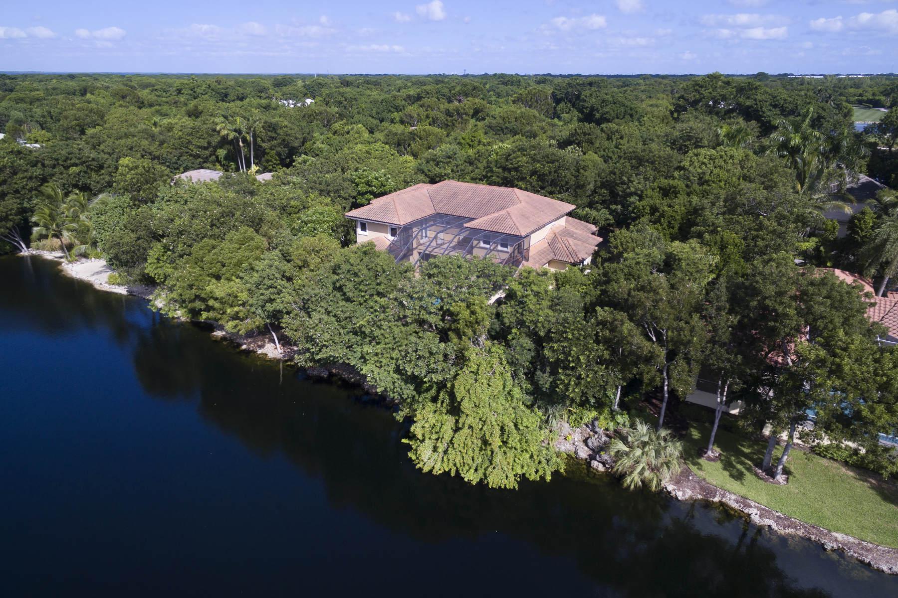 Additional photo for property listing at Elegant Lakefront Home at Ocean Reef 422 South Harbor Drive Key Largo, Florida 33037 Estados Unidos