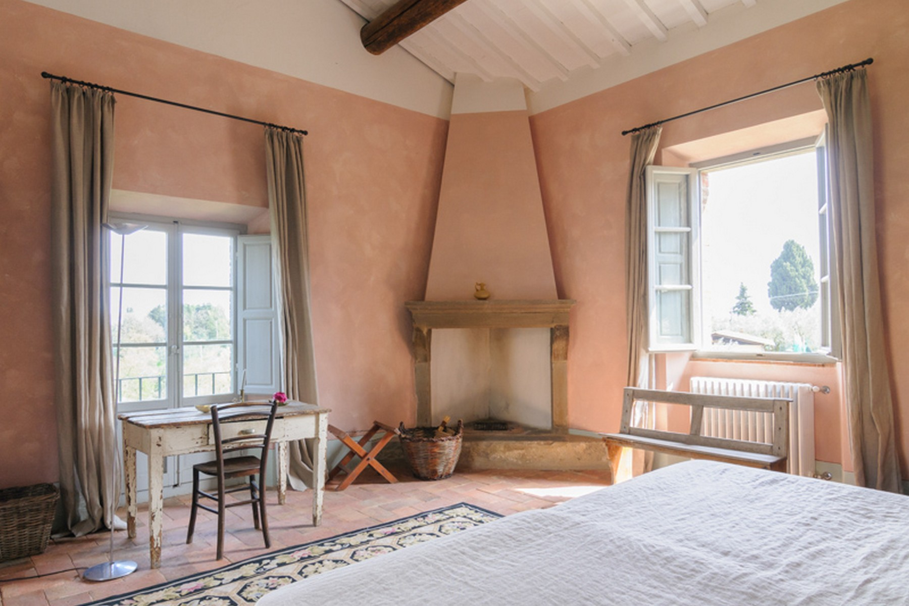 Additional photo for property listing at Splendid villa between Siena and Arezzo Monte San Savino Arezzo, Arezzo 52048 Italie