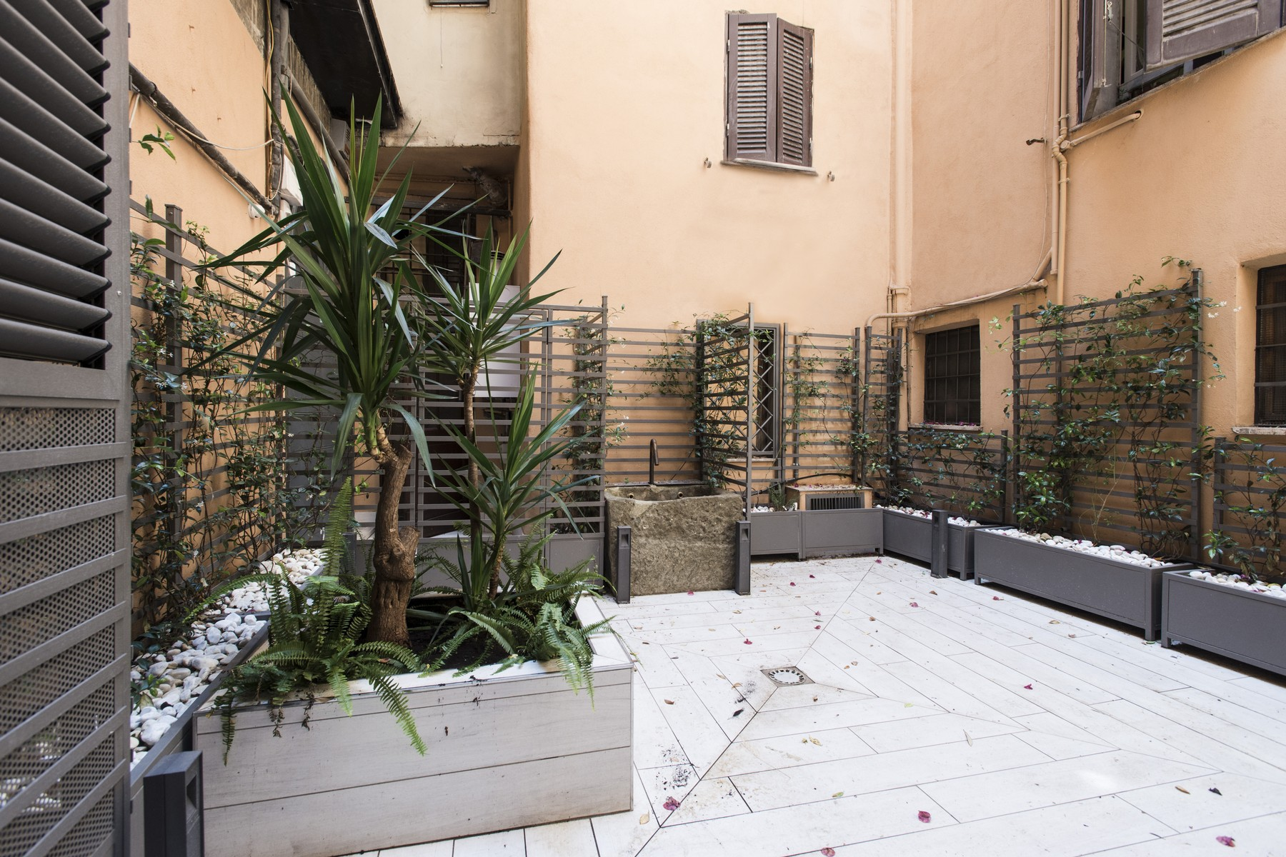 Additional photo for property listing at Beautiful apartment a few steps from Piazza Navona Vicolo Domizio Rome, Rome 00186 Italie