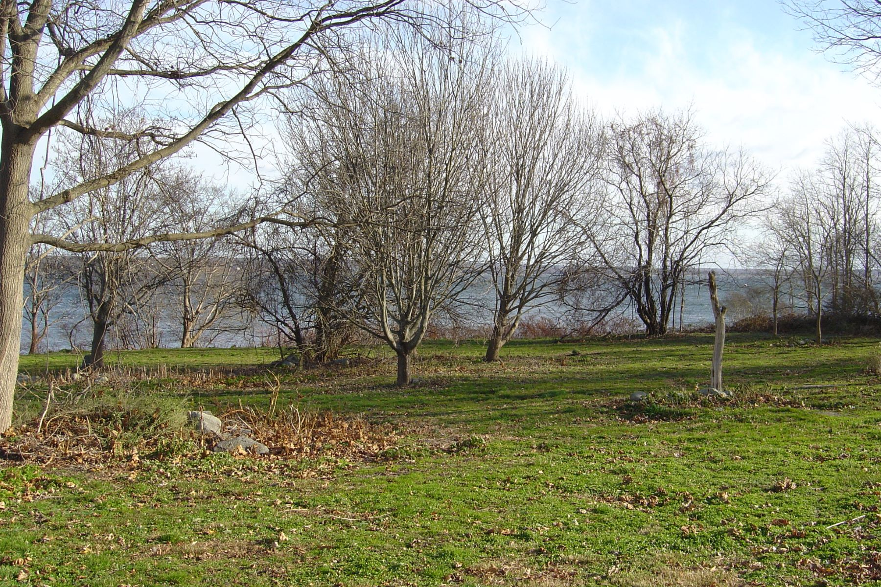 Additional photo for property listing at Sakonnet Waterfront 1 East Corys Lane Portsmouth, Rhode Island 02871 Estados Unidos