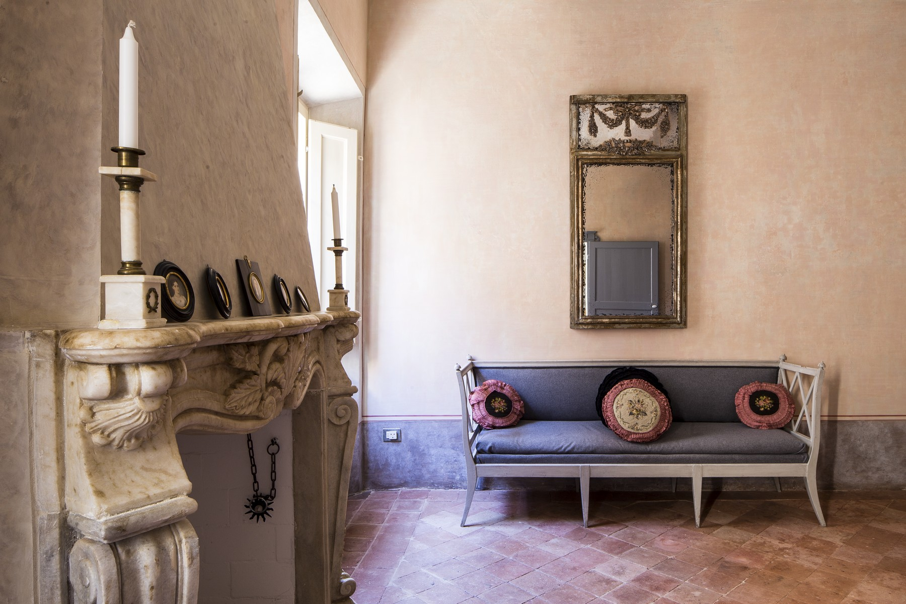 Additional photo for property listing at Scattolari Palace, Mondaino Via Roma Mondaino, Rimini 47836 Italie