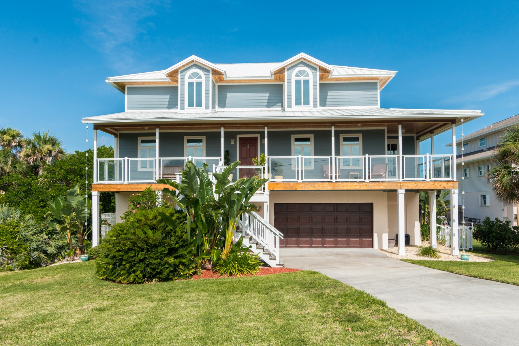 Maison unifamiliale pour l Vente à Exquisite 3 Story Riverfront Home 8360 Highway A1A Melbourne Beach, Florida, 32951 États-Unis