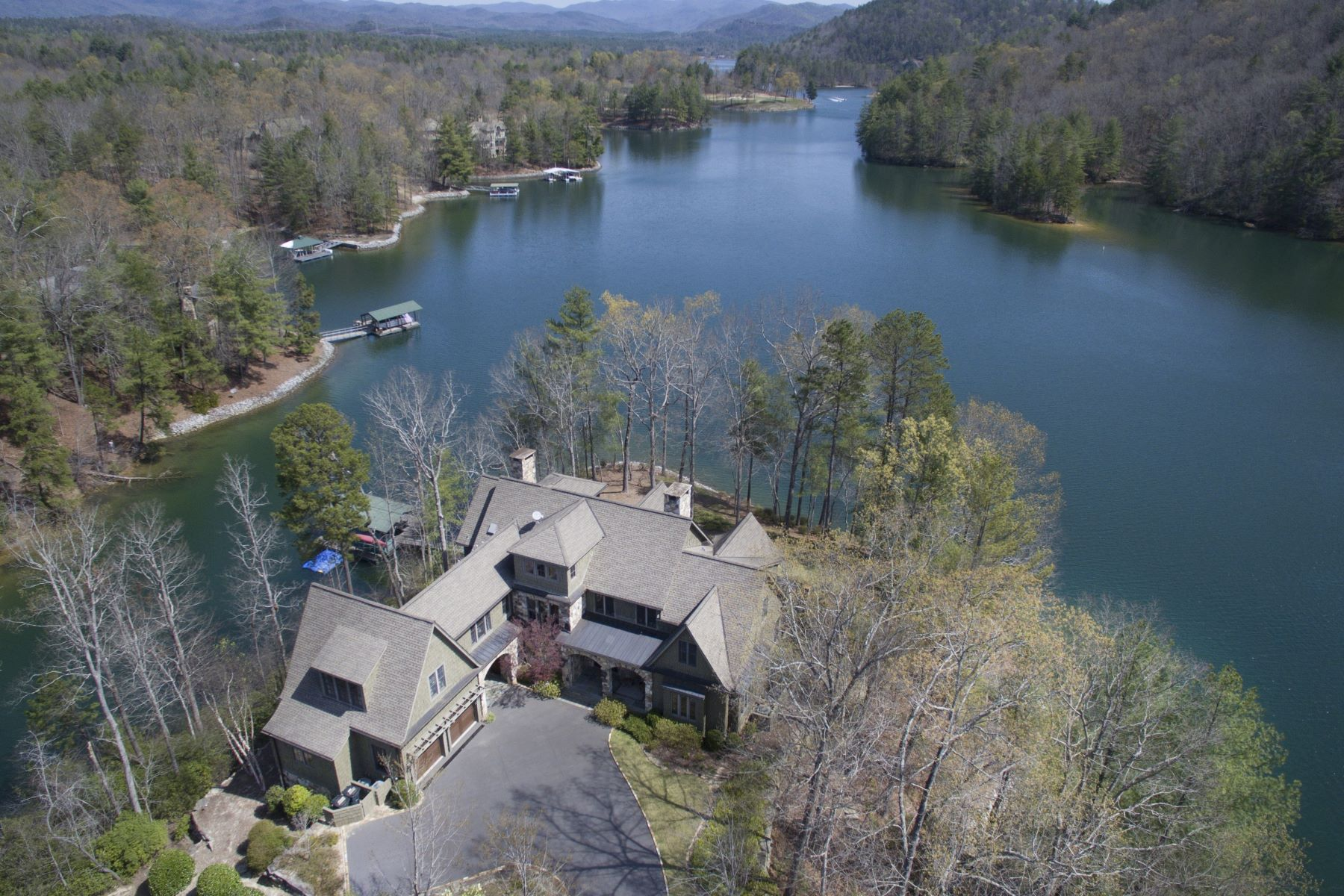 Частный односемейный дом для того Продажа на One of the Finest Homes at The Vineyards- Impeccably Detailed Waterfront Home 805 Wind Flower Drive, The Cliffs At Keowee Vineyards, Sunset, Южная Каролина, 29685 Соединенные Штаты