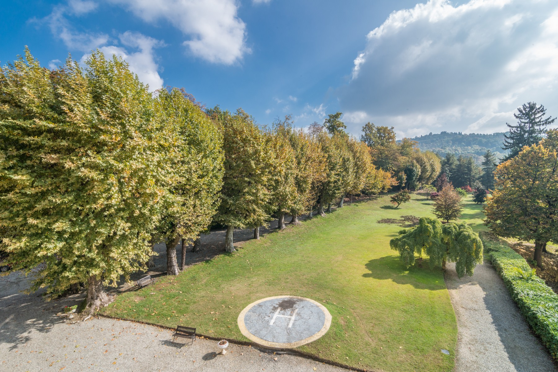 Additional photo for property listing at Incomparable mansion with private park Strada Cimenasco Castagneto Po, Turin 10090 Italy