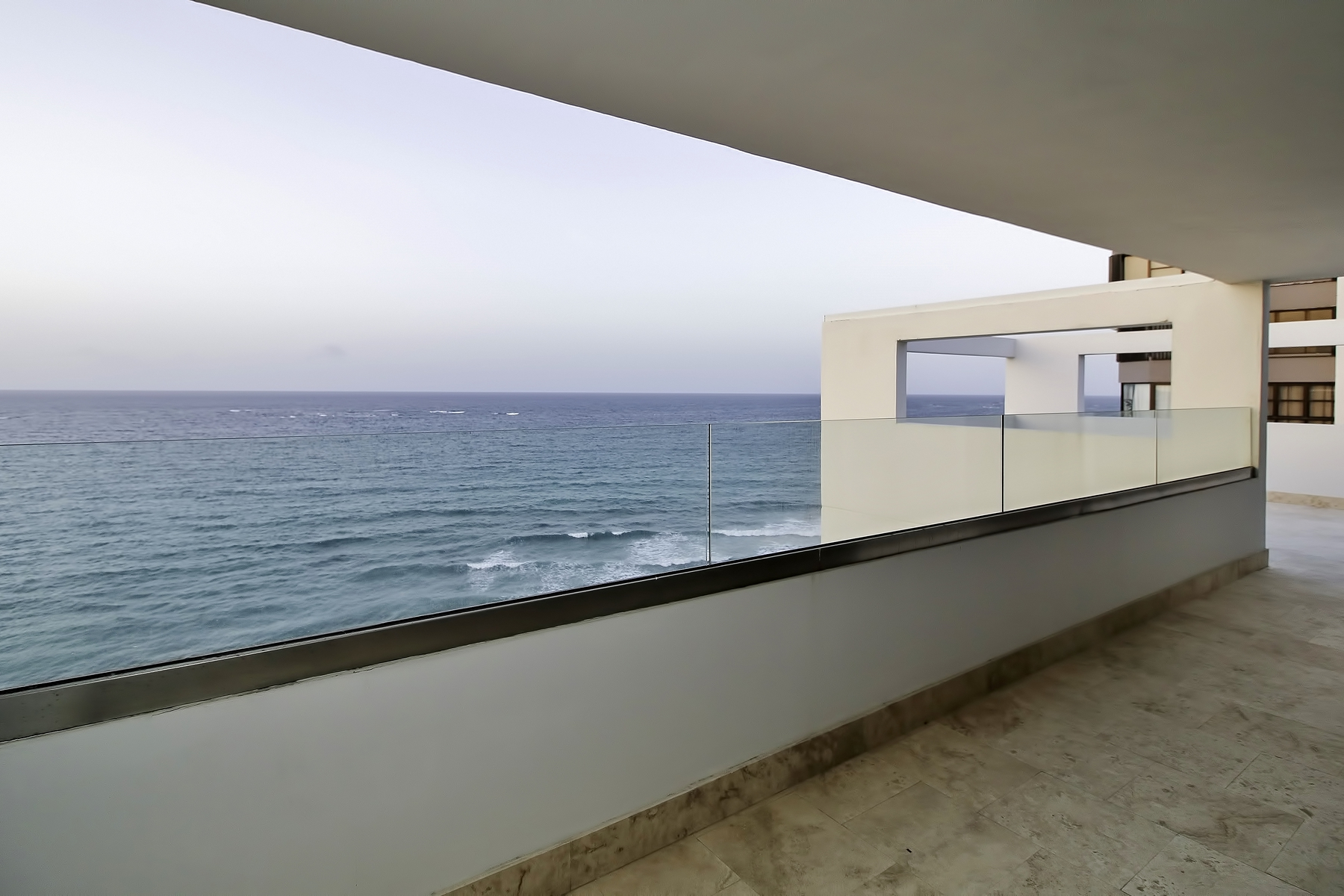 Additional photo for property listing at Remarkable Oceanfront Penthouse in Condado Beach Calle Mauel Rodriguez Serra & Paseo Don Juan PH 1101 San Juan, Puerto Rico 00907 Puerto Rico