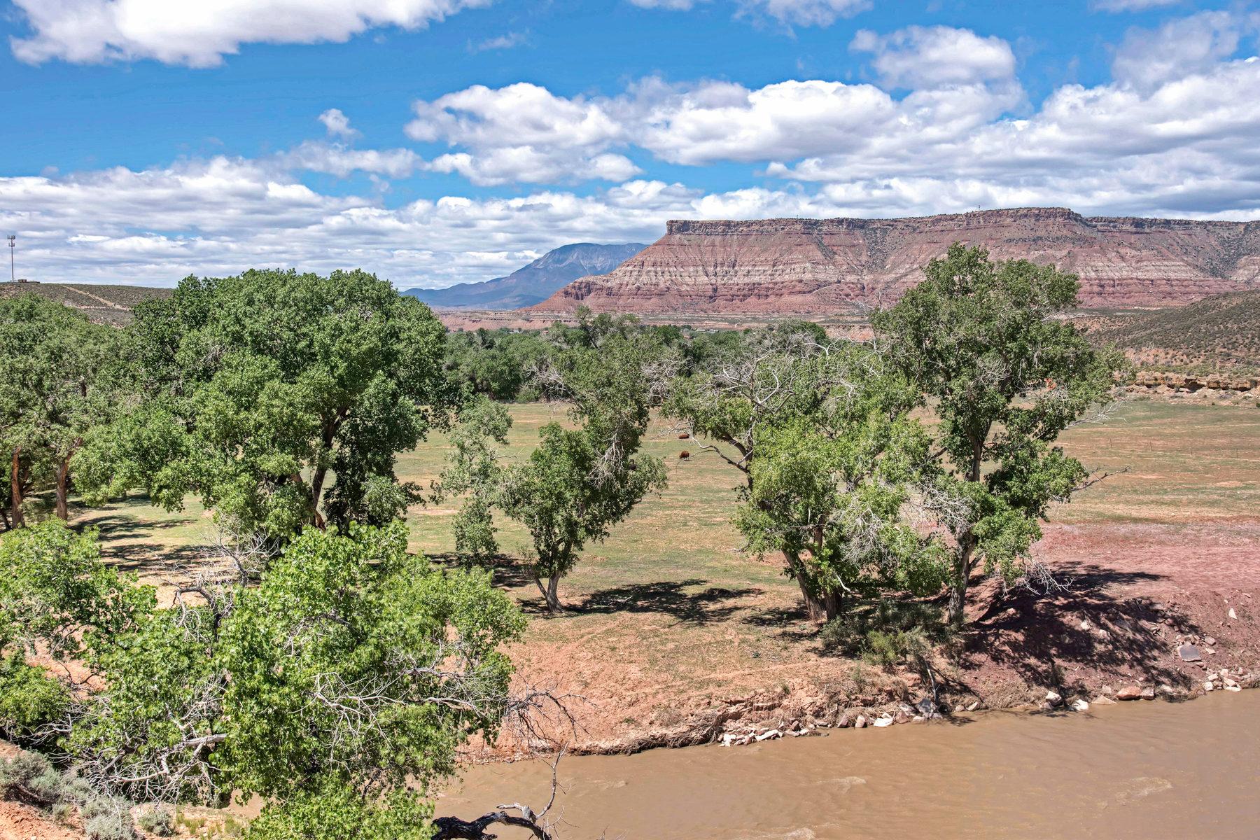 Terrain pour l Vente à ON THE WAY TO ZION! HWY 9 10 Acres Virgin, Utah, 84779 États-Unis