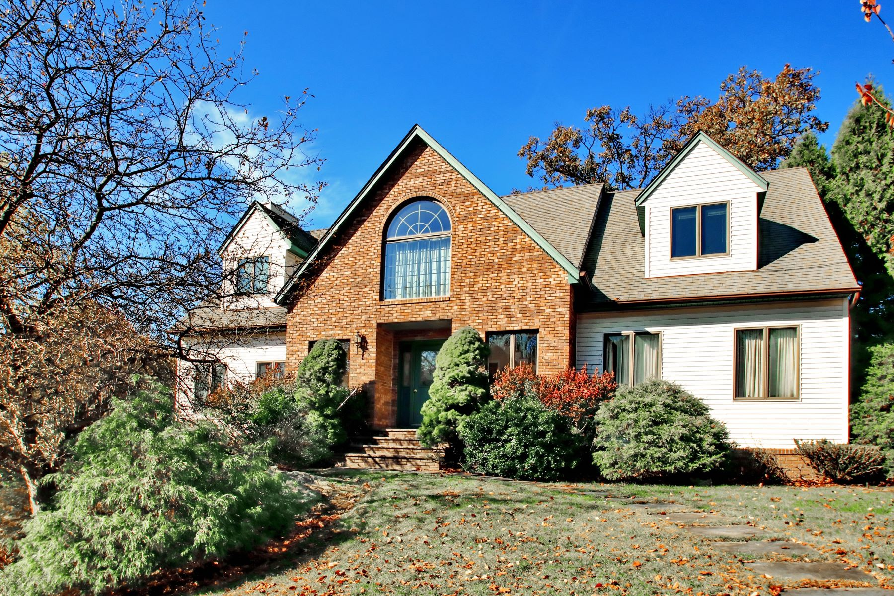 Single Family Home for Sale at Chapel Hills Estates 1 Mountain Lakes Road Oakland, New Jersey 07436 United States