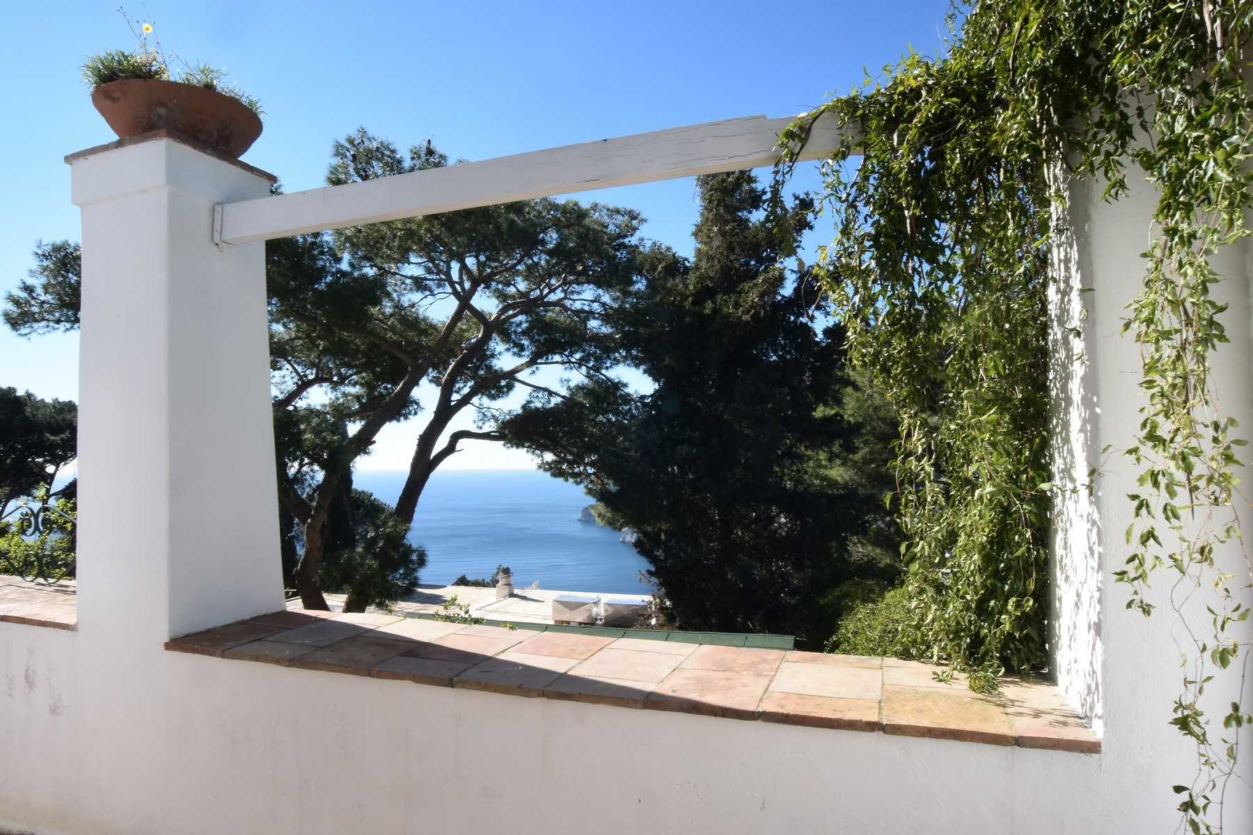 Additional photo for property listing at Magnificent panoramic villa Capri, Naples Italien