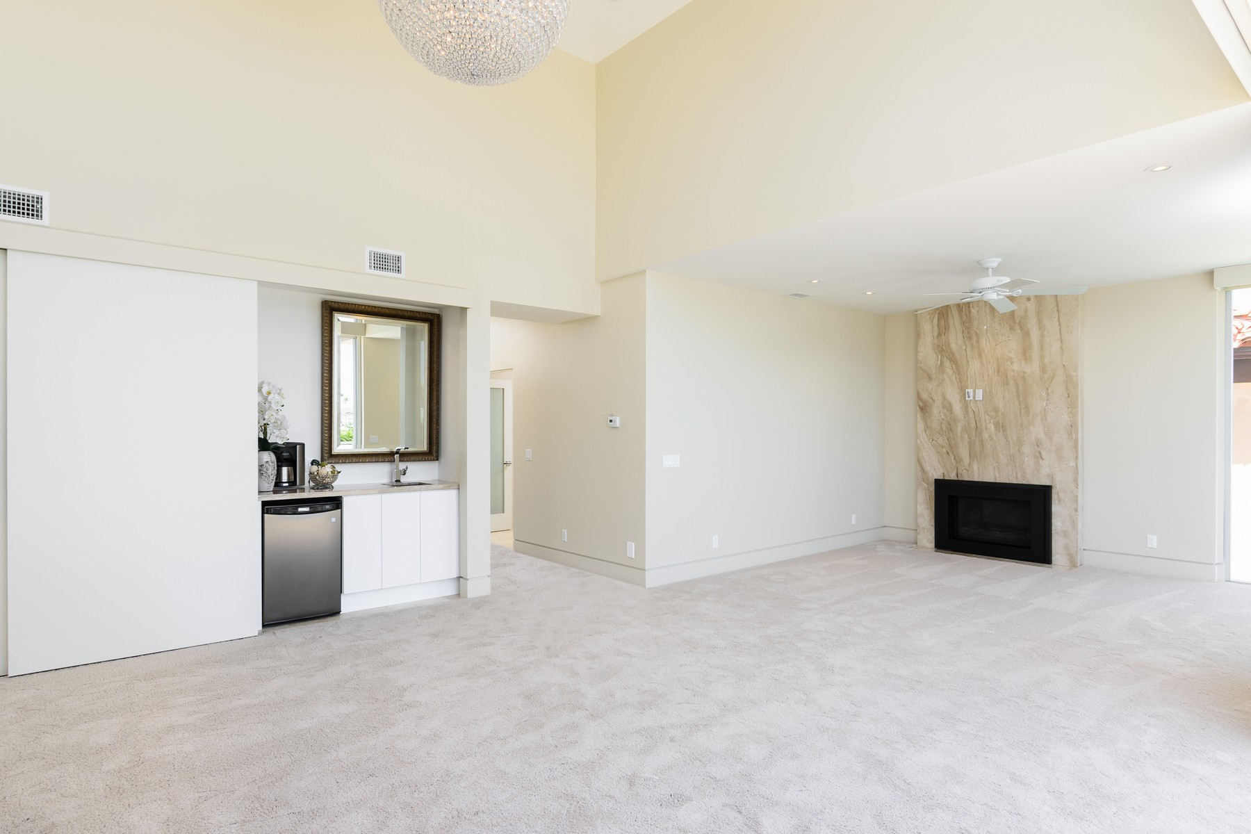 Additional photo for property listing at 16 The Point  科罗纳多, 加利福尼亚州 92118 美国