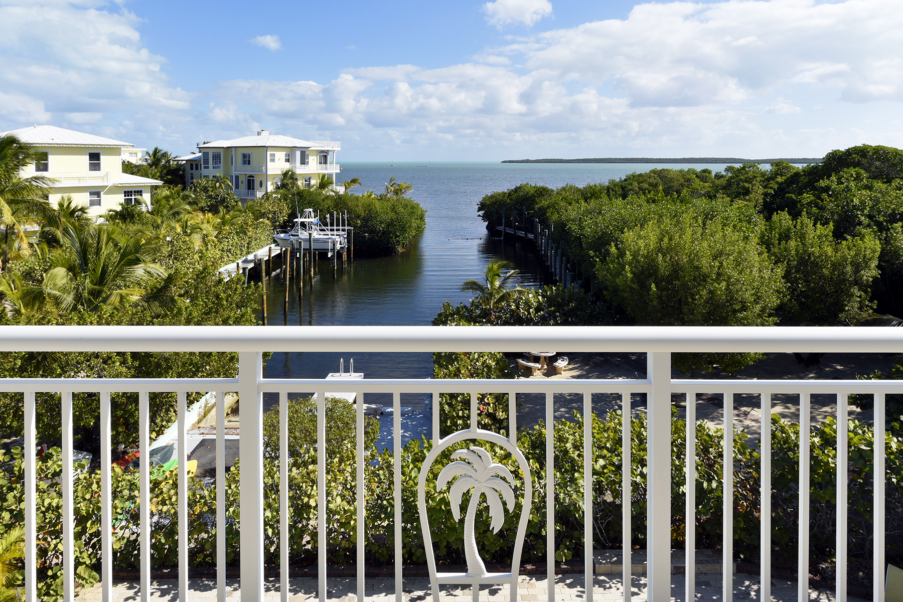 Additional photo for property listing at Unique Oceanfront Estate 97251 Overseas Highway Key Largo, Florida 33037 United States