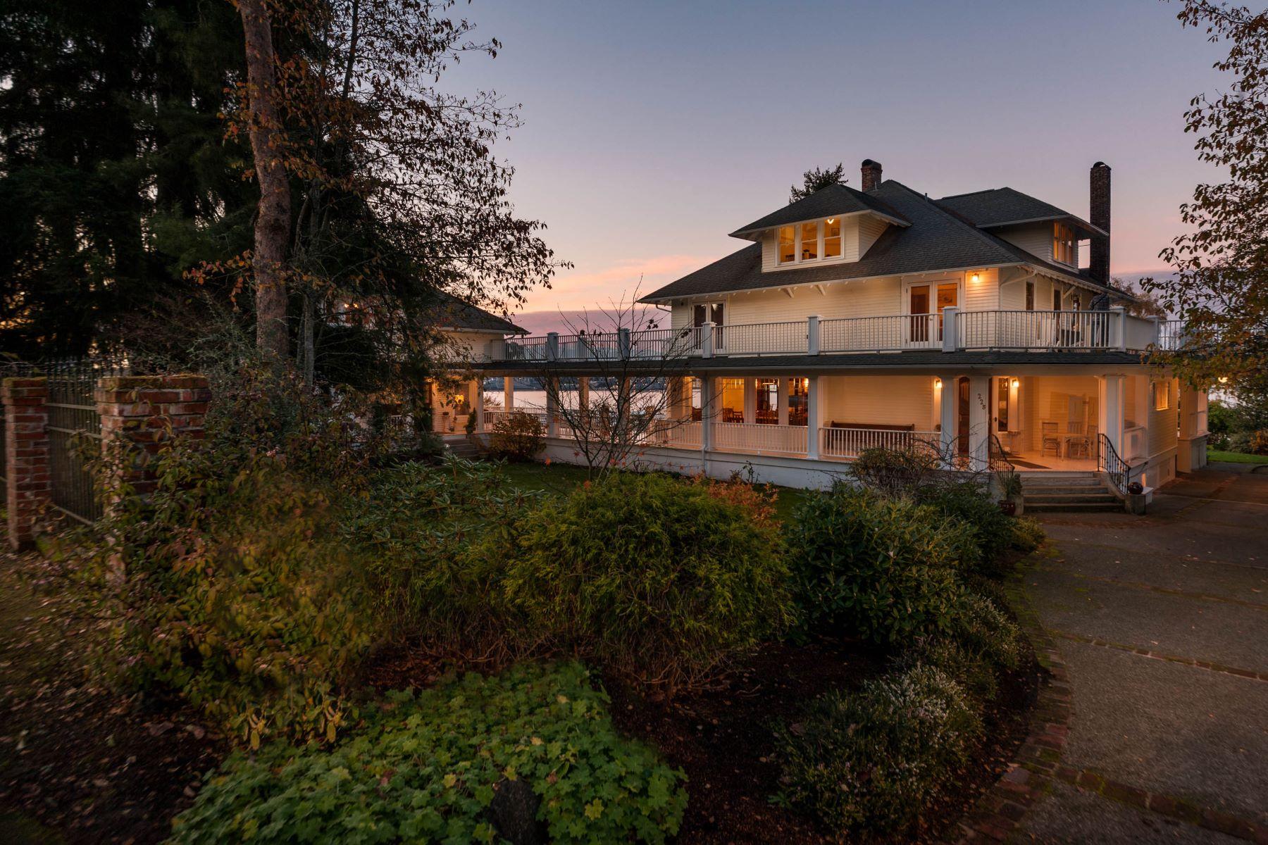 独户住宅 为 销售 在 Lavishly Restored Port Orchard Home 228 Seattle Ave 奥查德港, 华盛顿州, 98366 美国