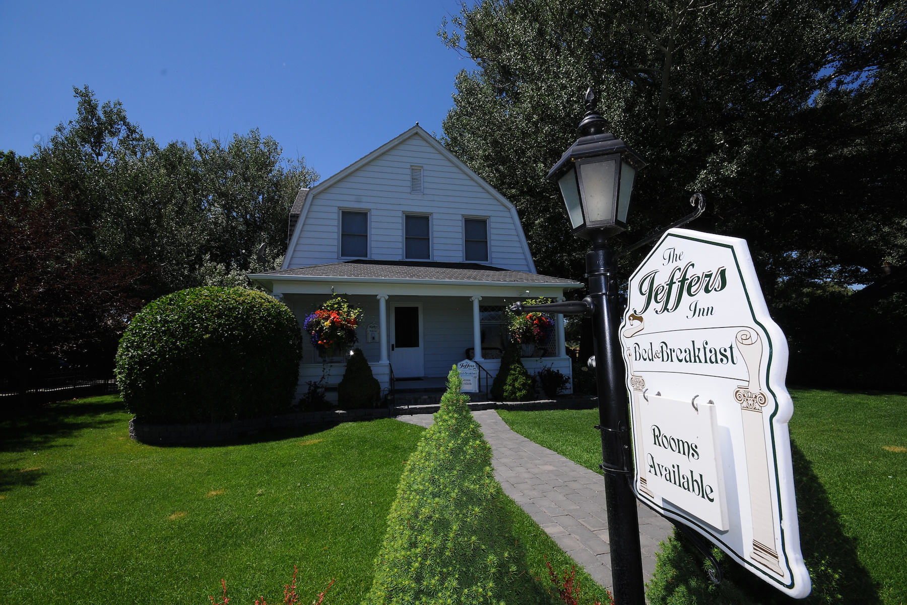 واحد منزل الأسرة للـ Sale في The Jeffers Inn 75 Jeffers Road Ennis, Montana, 59729 United States