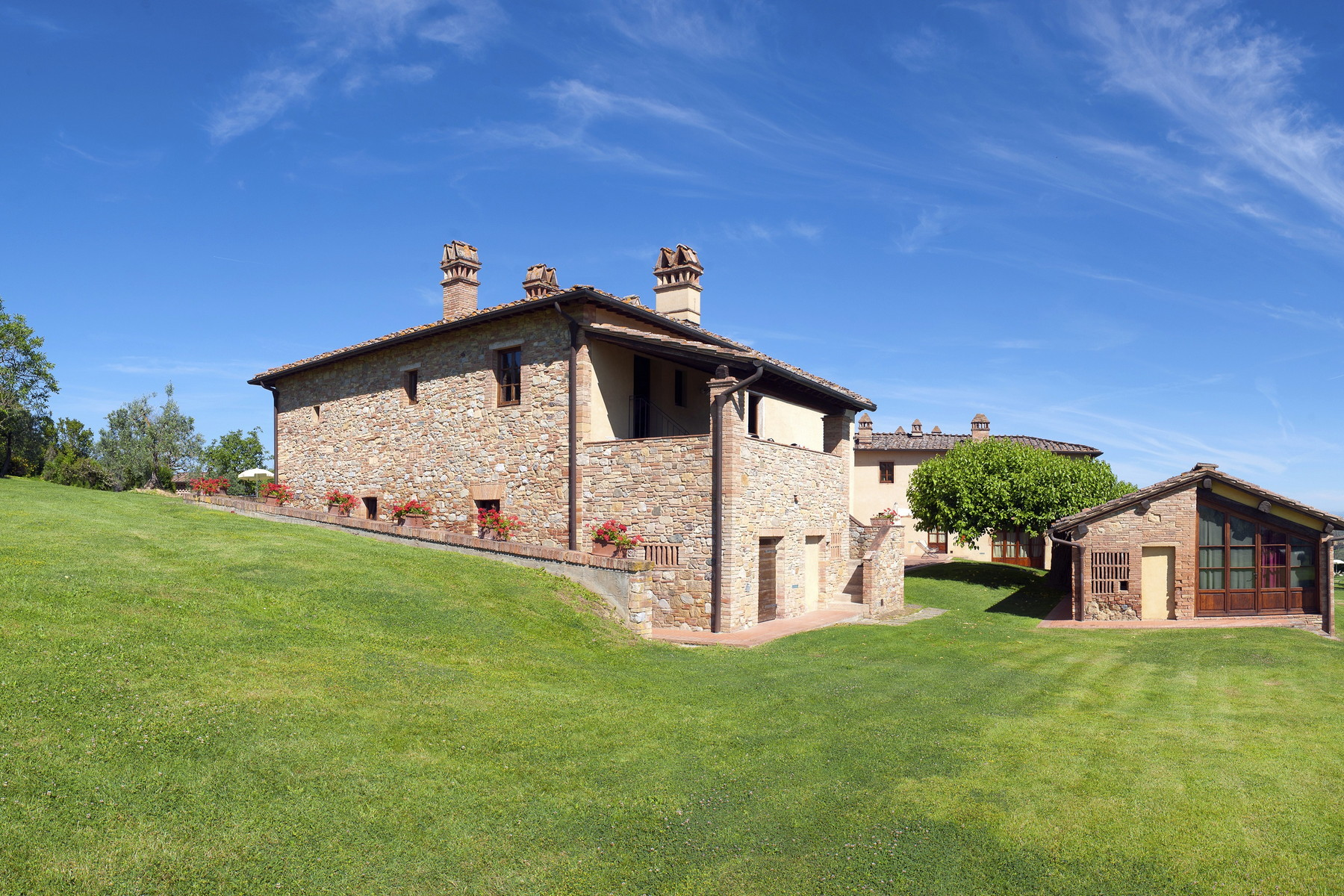 Additional photo for property listing at Multifunctional agriculture farm in San Gimignano Località Santo Pietro San Gimignano, Siena 53037 Italien