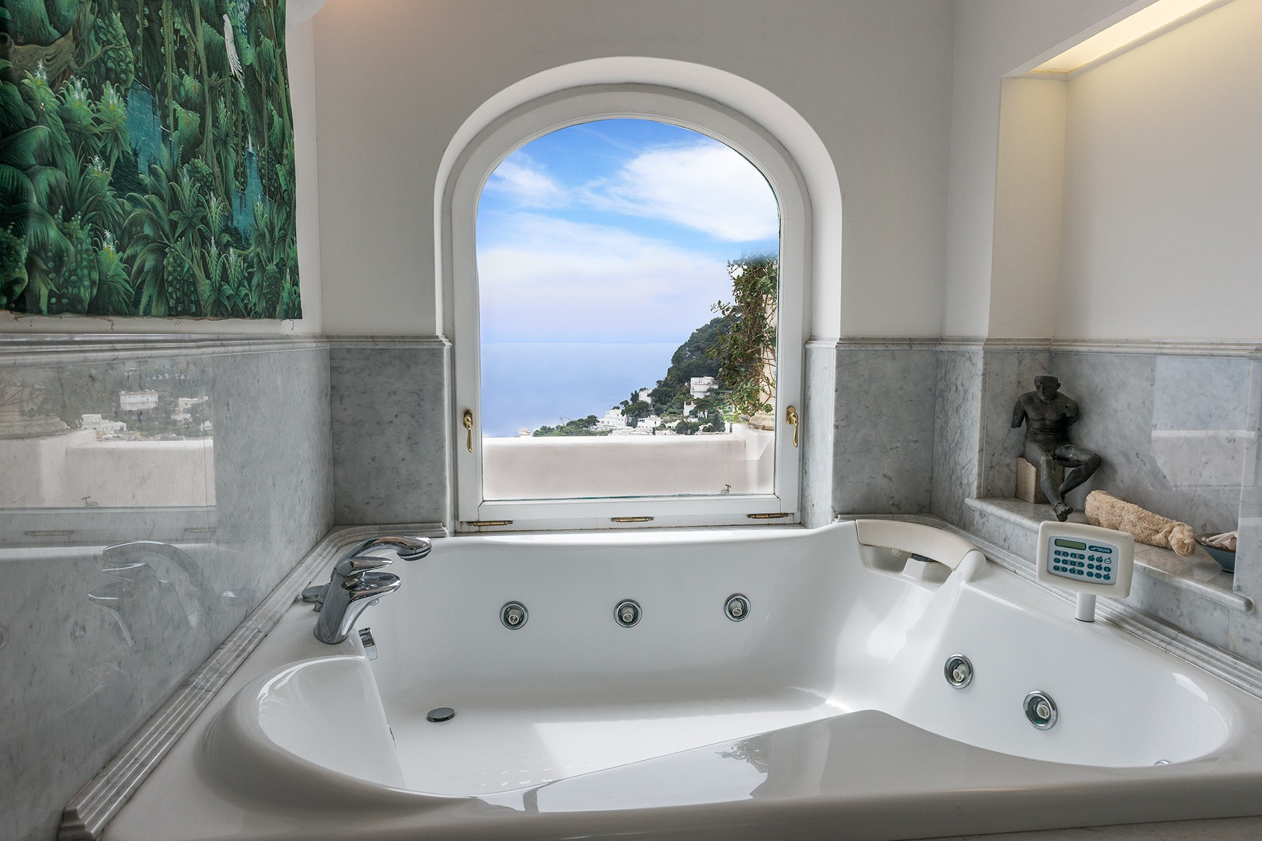 Additional photo for property listing at A magnificent villa on panoramic Via Belvedere Cesina, Capri Capri, Naples Italie