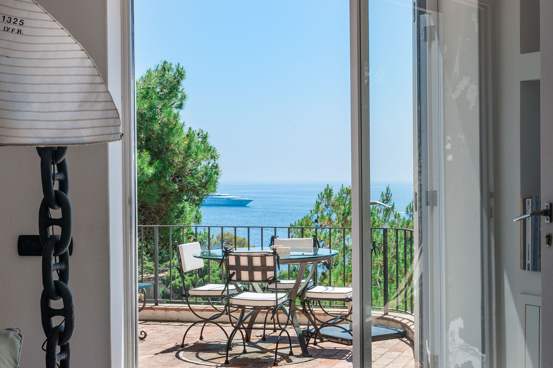 Additional photo for property listing at Villa Pieds dans l'eau in Capri Capri, Naples Italie