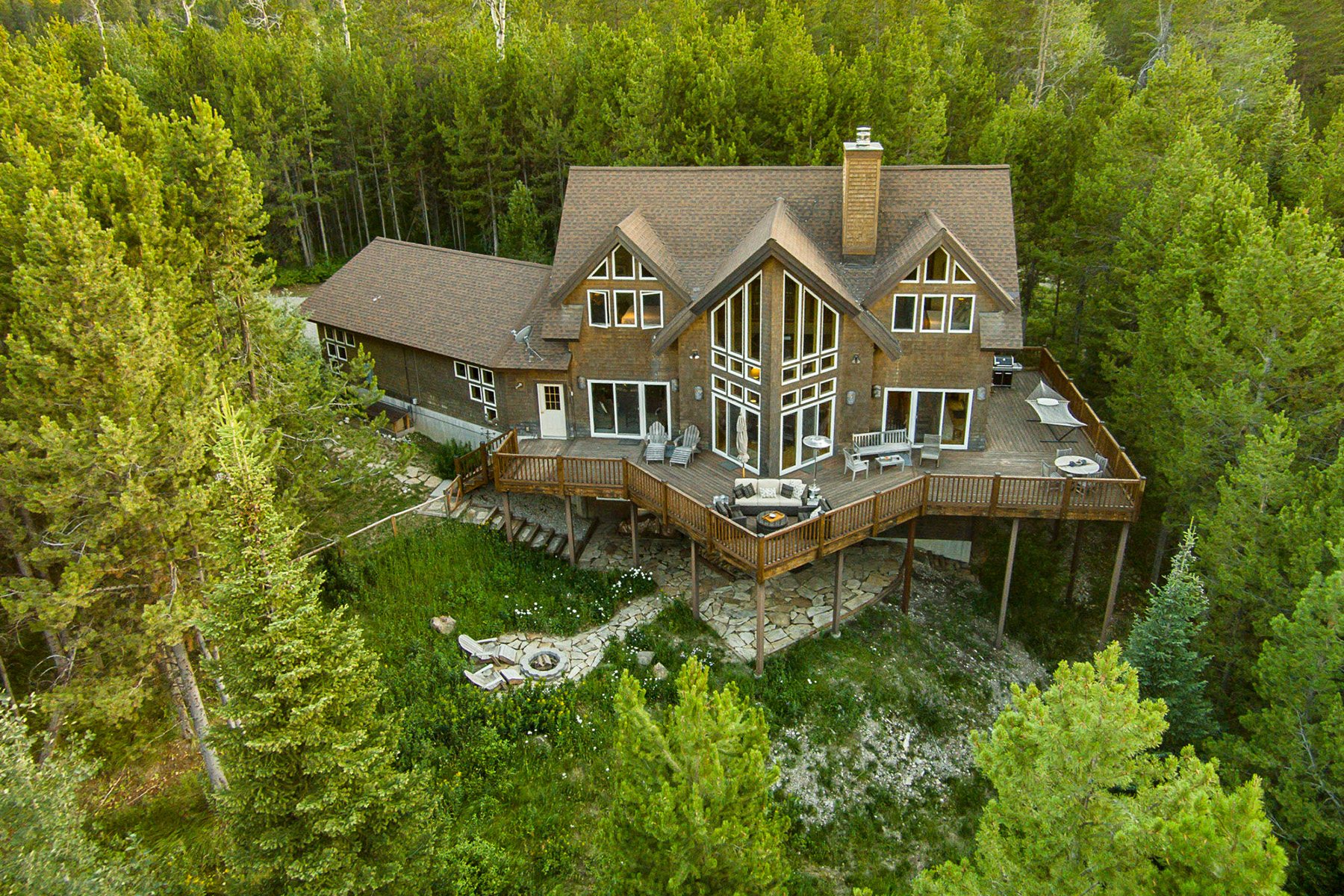 Maison unifamiliale pour l Vente à Teton Views through the Trees 6460 Bouquet Springs Victor, Idaho, 83455 Jackson Hole, États-Unis