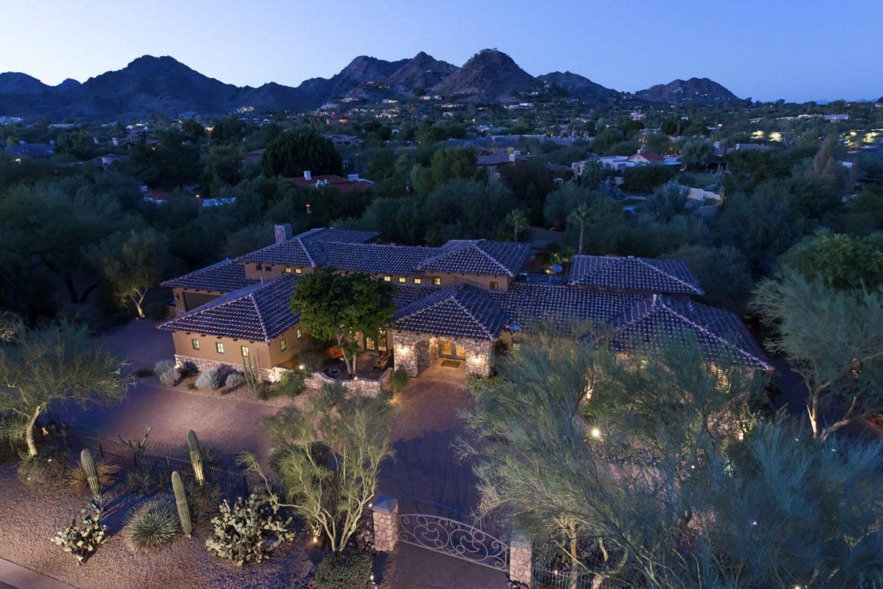 Maison unifamiliale pour l Vente à Beautiful estate nestled in the heart of Paradise Valley 4320 E Rose Ln Paradise Valley, Arizona, 85253 États-Unis
