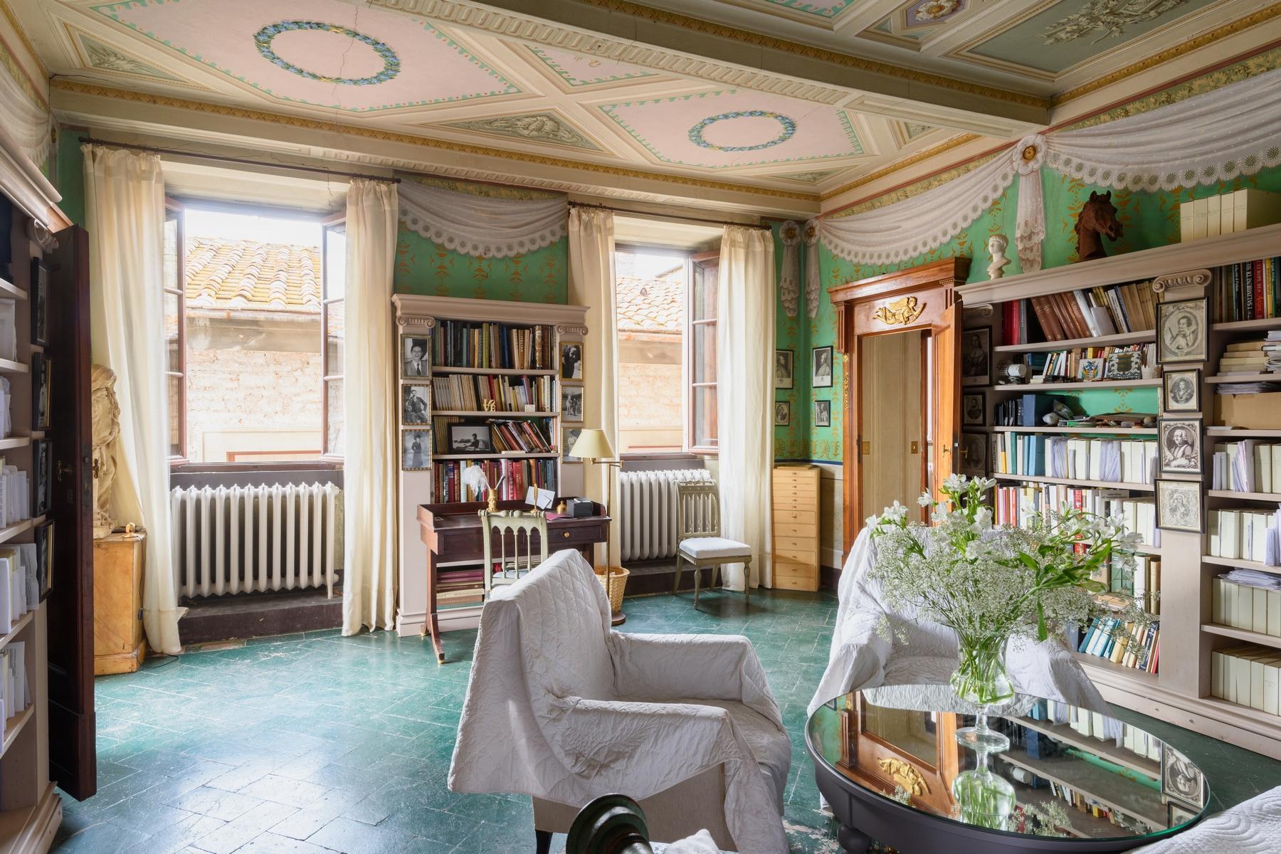 Additional photo for property listing at Elegant Piano Nobile in Cortona  Cortona, Arezzo 52044 Italien