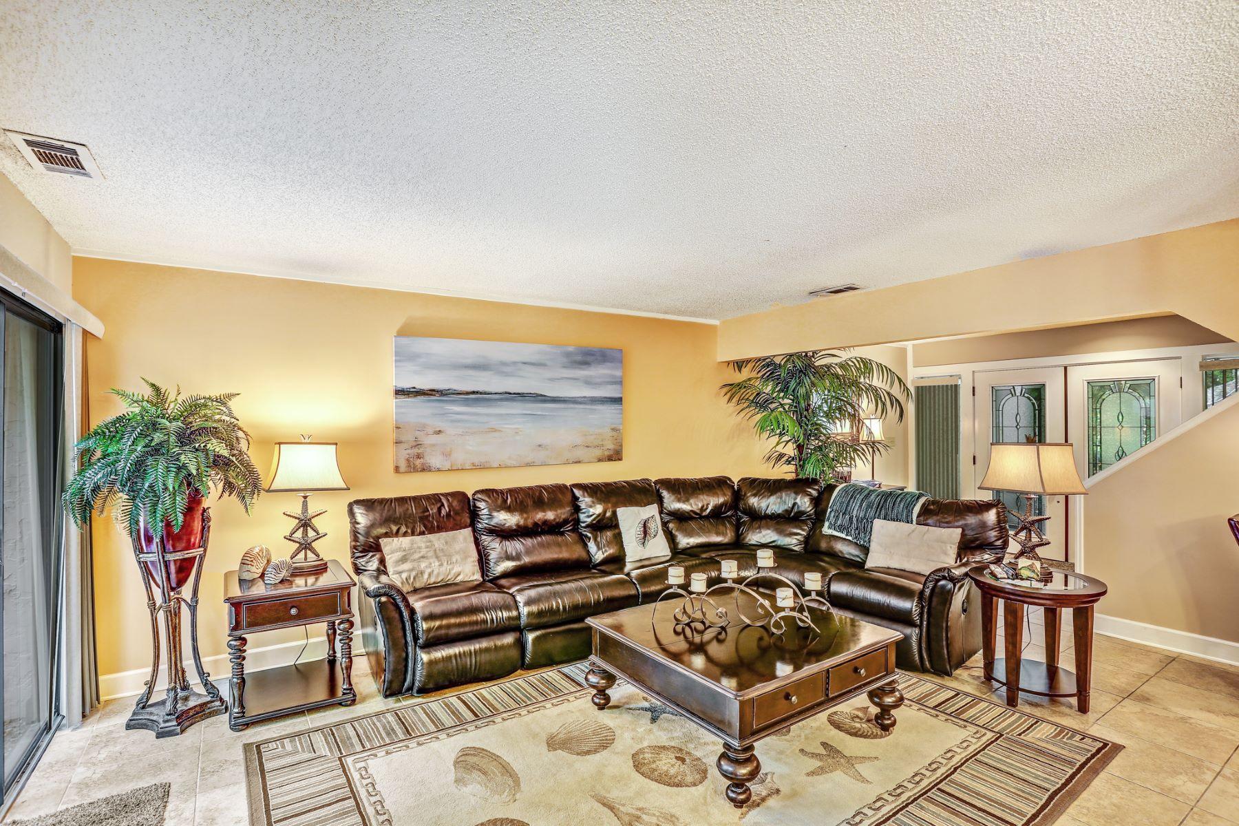 Condominio per Vendita alle ore Unit 2098 Beach Wood Villas 2048 Beach Wood Road Amelia Island, Florida, 32034 Stati Uniti