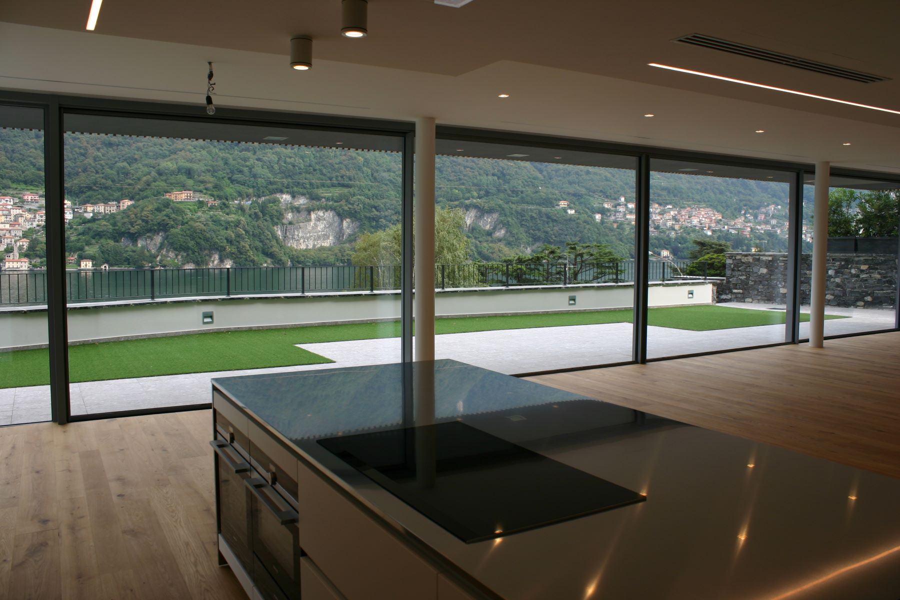 Additional photo for property listing at Prestigious modern villa with private swimming pool and magnificent Lake views Laglio Laglio, Como 22010 Italia