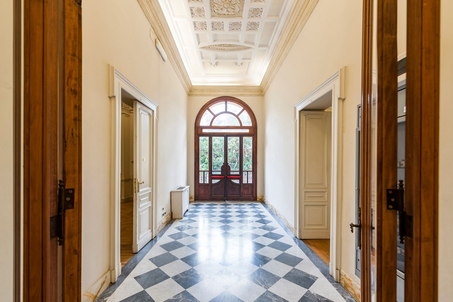 Additional photo for property listing at Majestic Art Deco Villa in Rome's City Center Via Piemonte Rome, Rome 00187 Italy