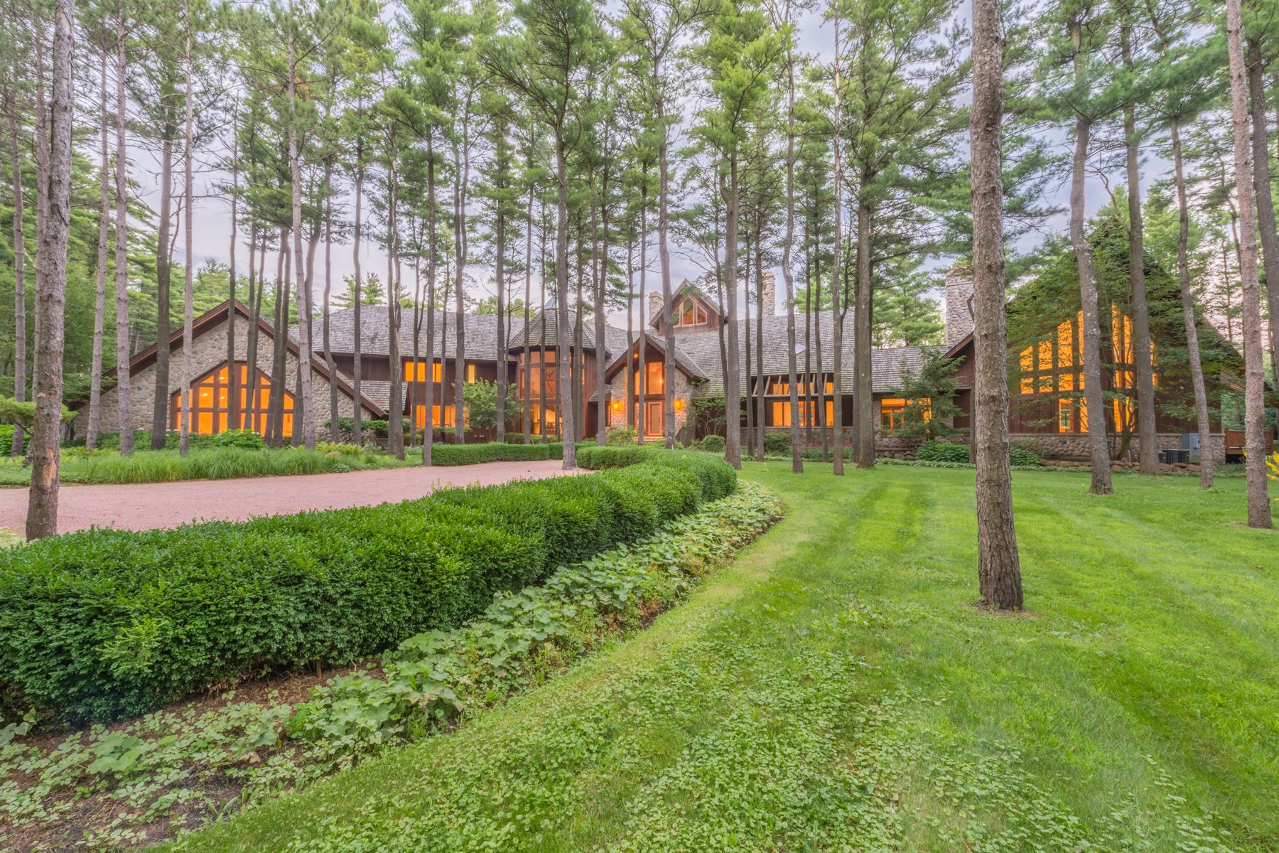Maison unifamiliale pour l Vente à Northwoods Retreat on 22 Acres in Barrington Hills 207 Woodhaven Lane, Barrington Hills, Illinois, 60010 États-Unis